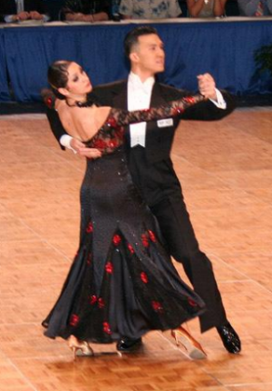English: Victor Fung and Anna Mikhed dancing a ballroom tango. The couple, dancing for the USA, came third in the World Professional Standard Championship 2009. Photo taken in 2006 by Porfirio Landeros, Kwixite Media, in San Diego, California.