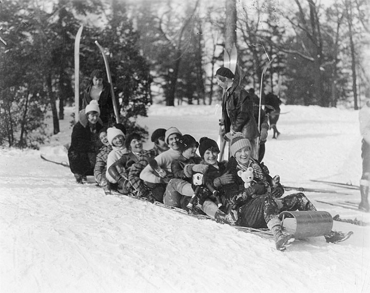 Tobogganing at University of Wisconsin, Madison, 1929.jpg