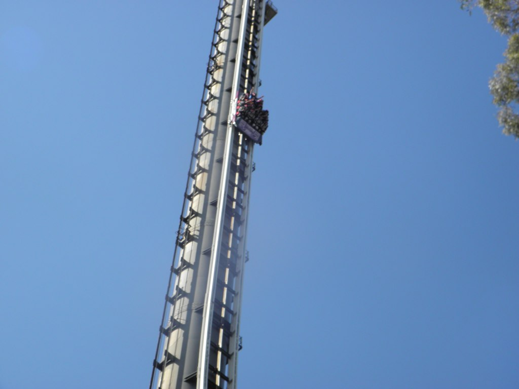 http://upload.wikimedia.org/wikipedia/commons/3/3e/Tower_of_Terror_II_descent_-_Dreamworld.jpg