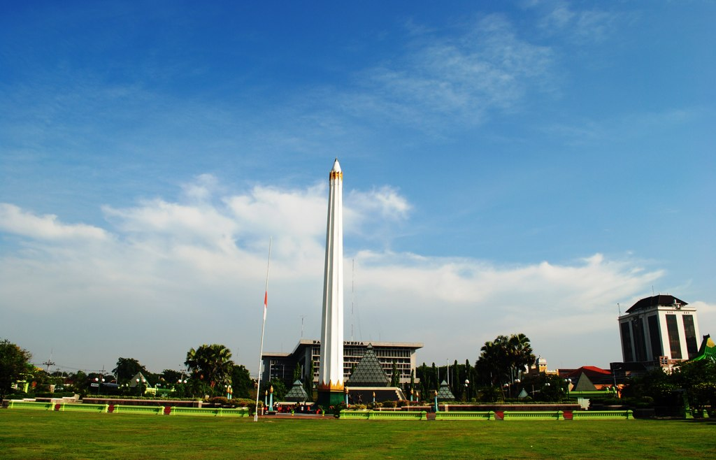 tempat wisata di surabaya tugu pahlawan