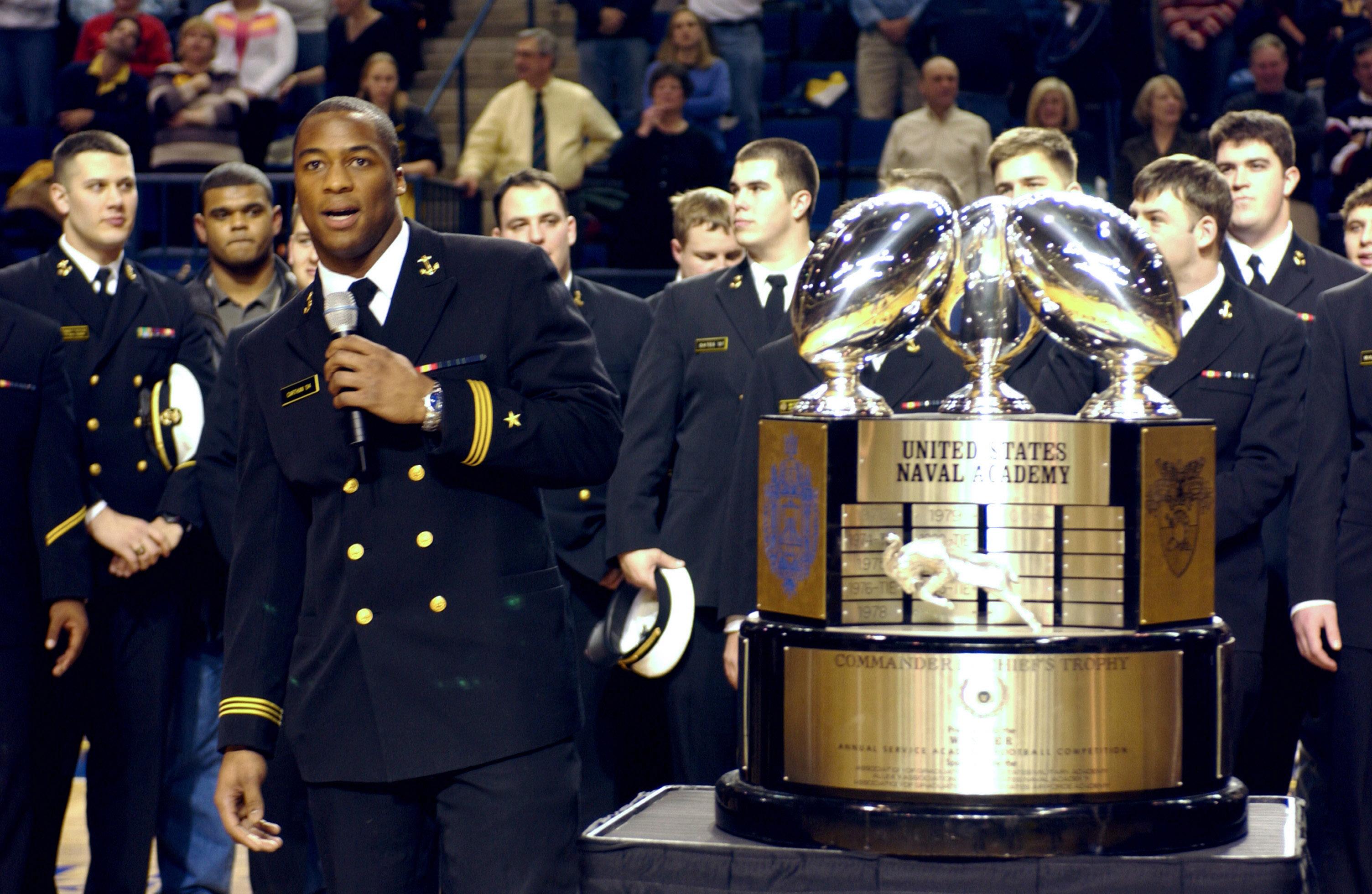 File Us Navy 040130 N 9693m 014 U S Naval Academy Football Team Co