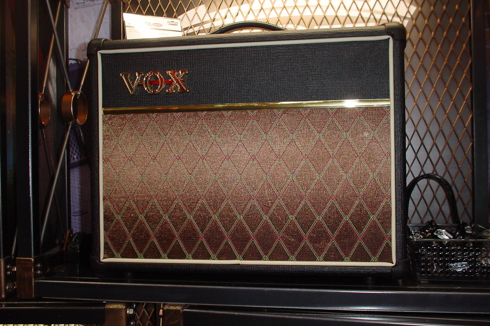 ファイル:VOX DA20CL (2007-).jpg - Wikipedia