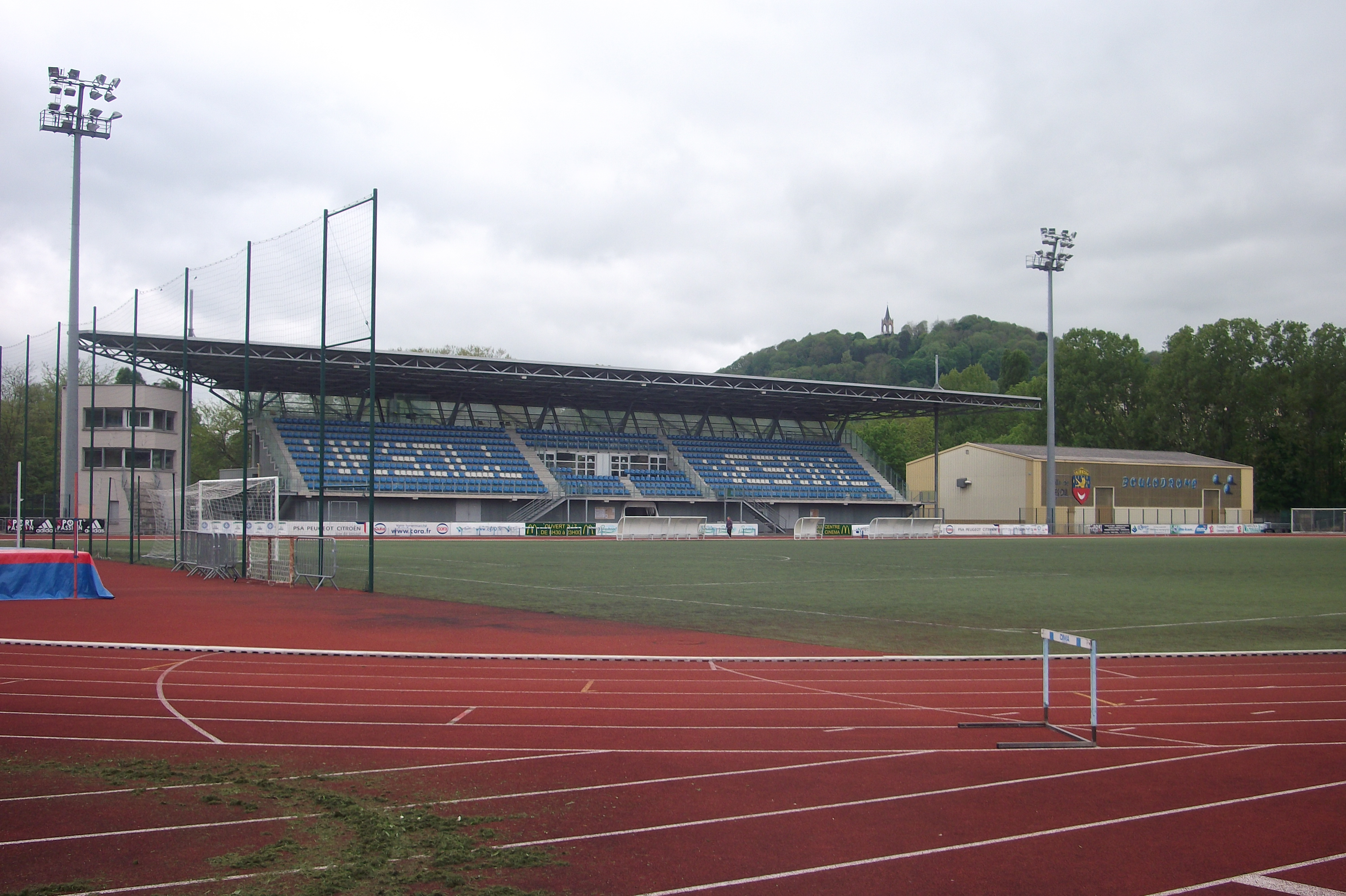 Stade Rene Hologne Wikipedia