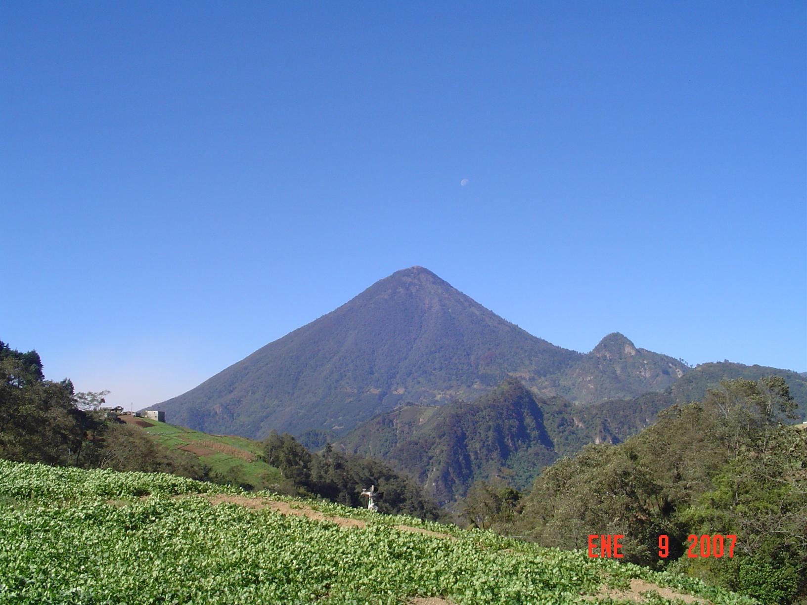 Volcán Santa María.  [Public domain], via Wikimedia Commons