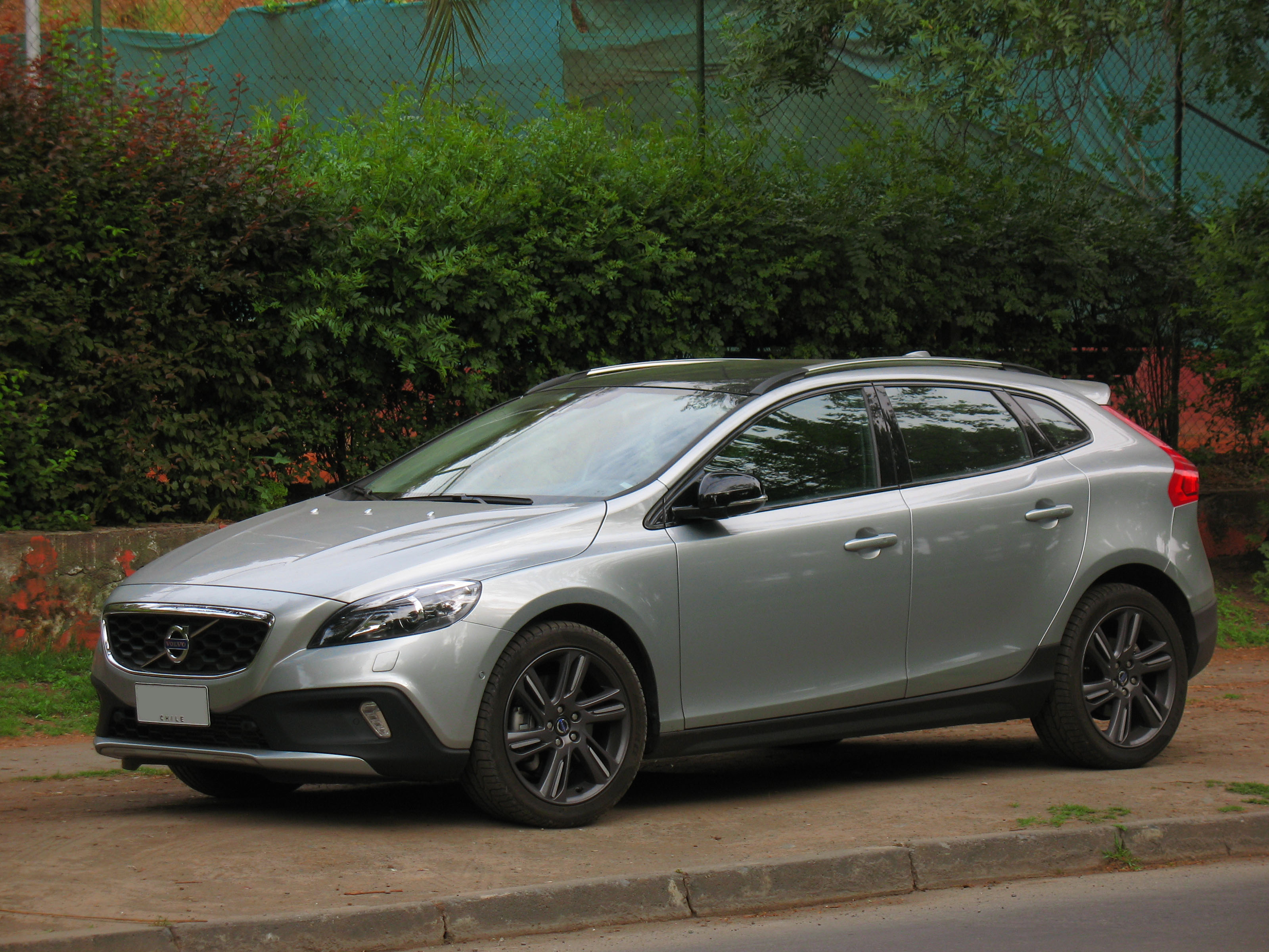file volvo v40 t5 cross country awd 2013 14913538207 jpg wikimedia commons. Black Bedroom Furniture Sets. Home Design Ideas