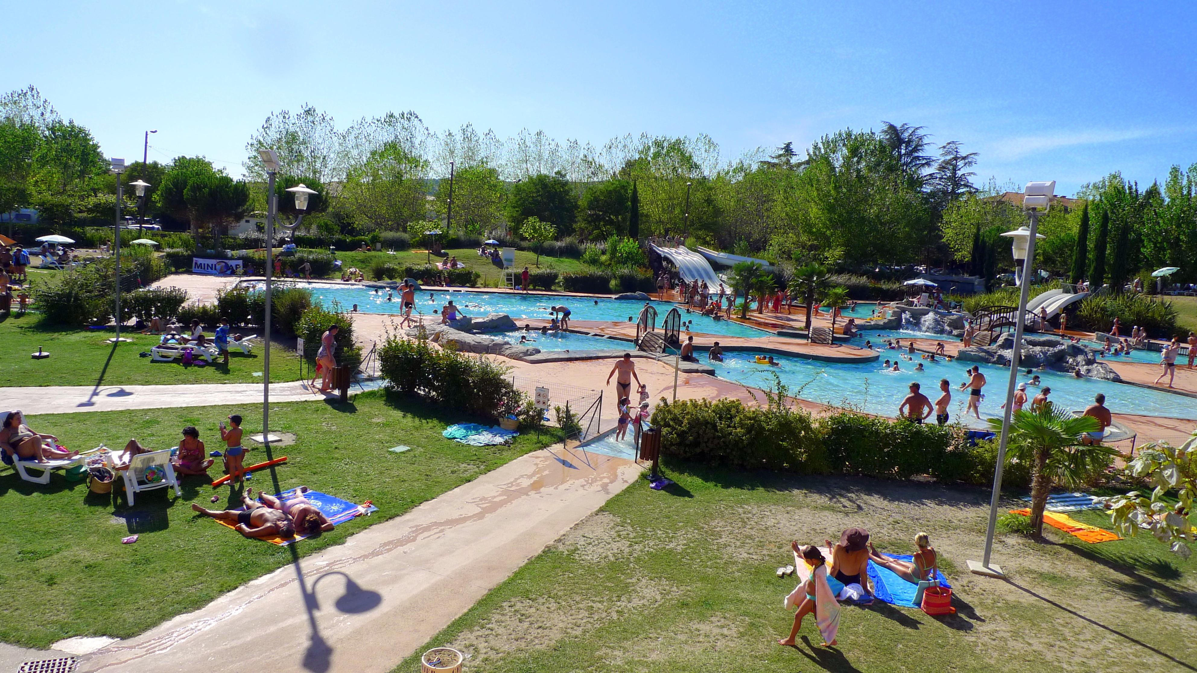 File vue d 39 ensemble du p le aquatique sole ado for Camping nyons piscine