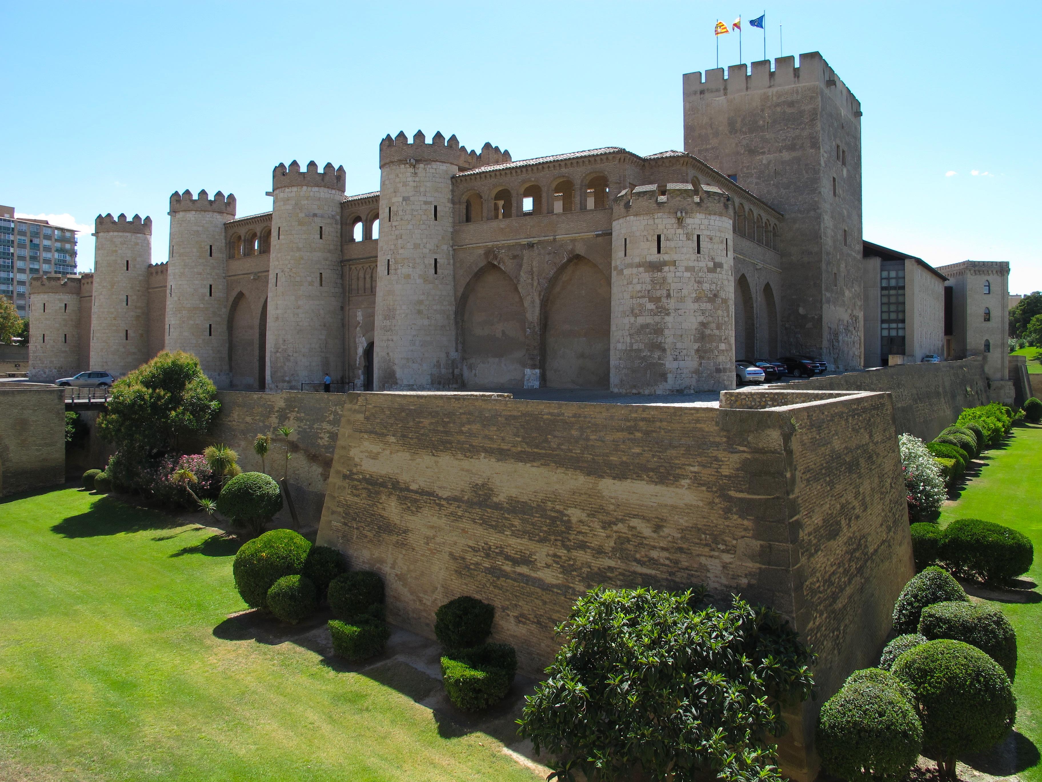File:Zaragoza-Aljaferia-exterior-2.JPG - Wikimedia Commons