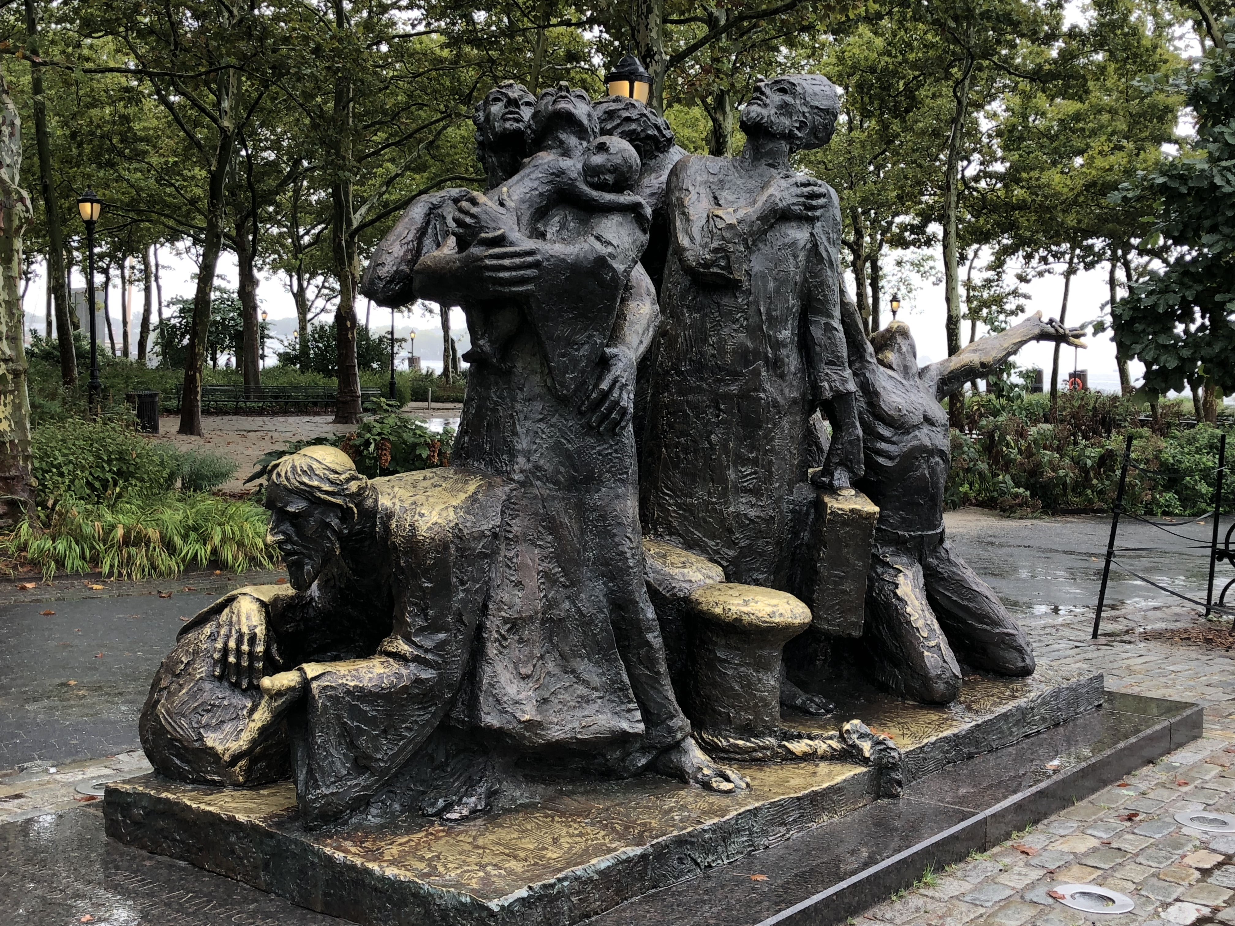 """File:""""The Immigrants"""" Sculpture At Battery Park.jpg - Wikimedia Commons"""
