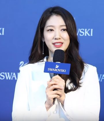 The 29-year old daughter of father (?) and mother(?) JiHye Park in 2020 photo. JiHye Park earned a million dollar salary - leaving the net worth at 1.1 million in 2020