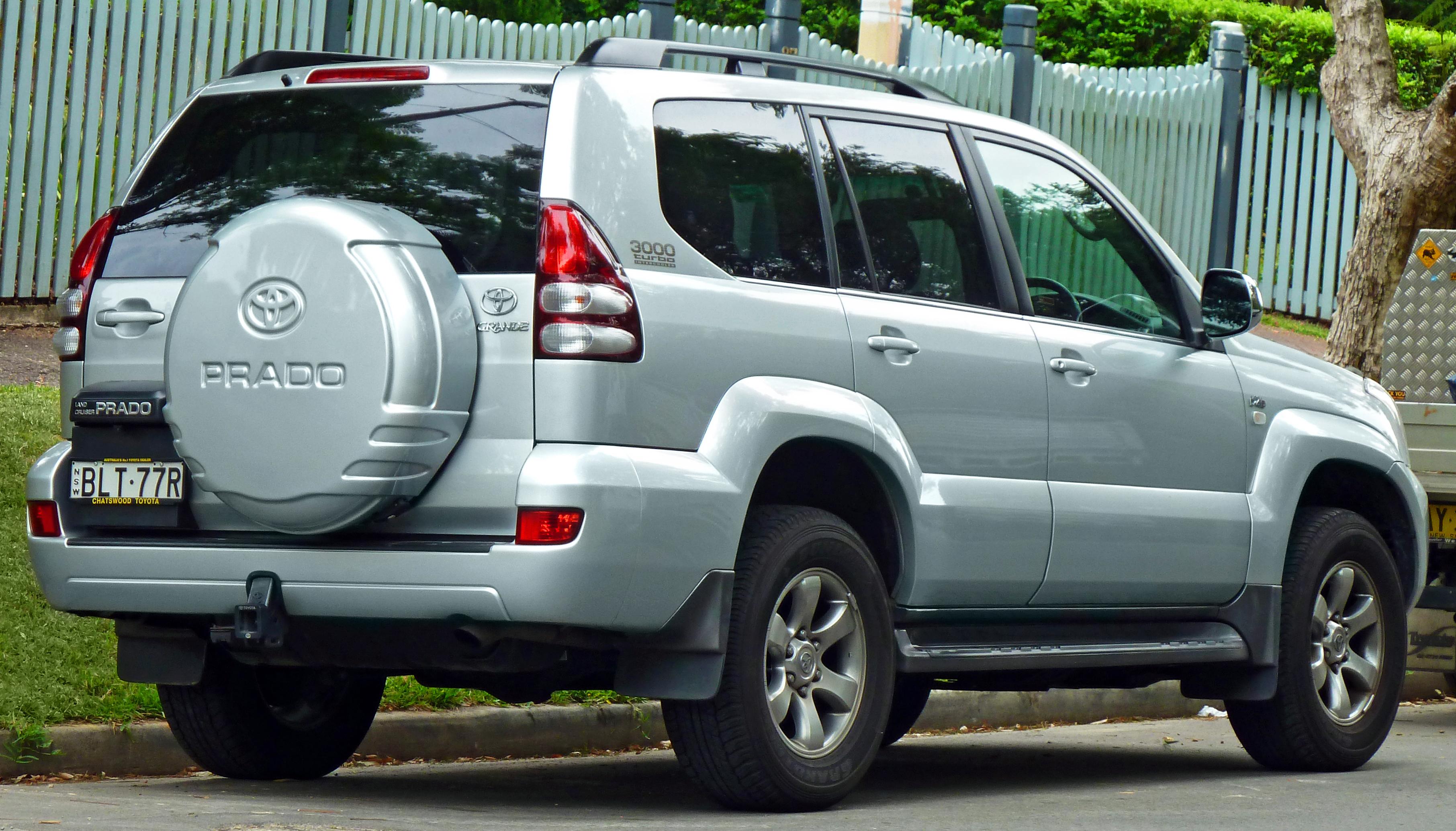 Toyota Land Cruiser Wiki >> File:2006-2009 Toyota Land Cruiser Prado (KDJ120R) Grande wagon (2011-03-10).jpg - Wikimedia Commons