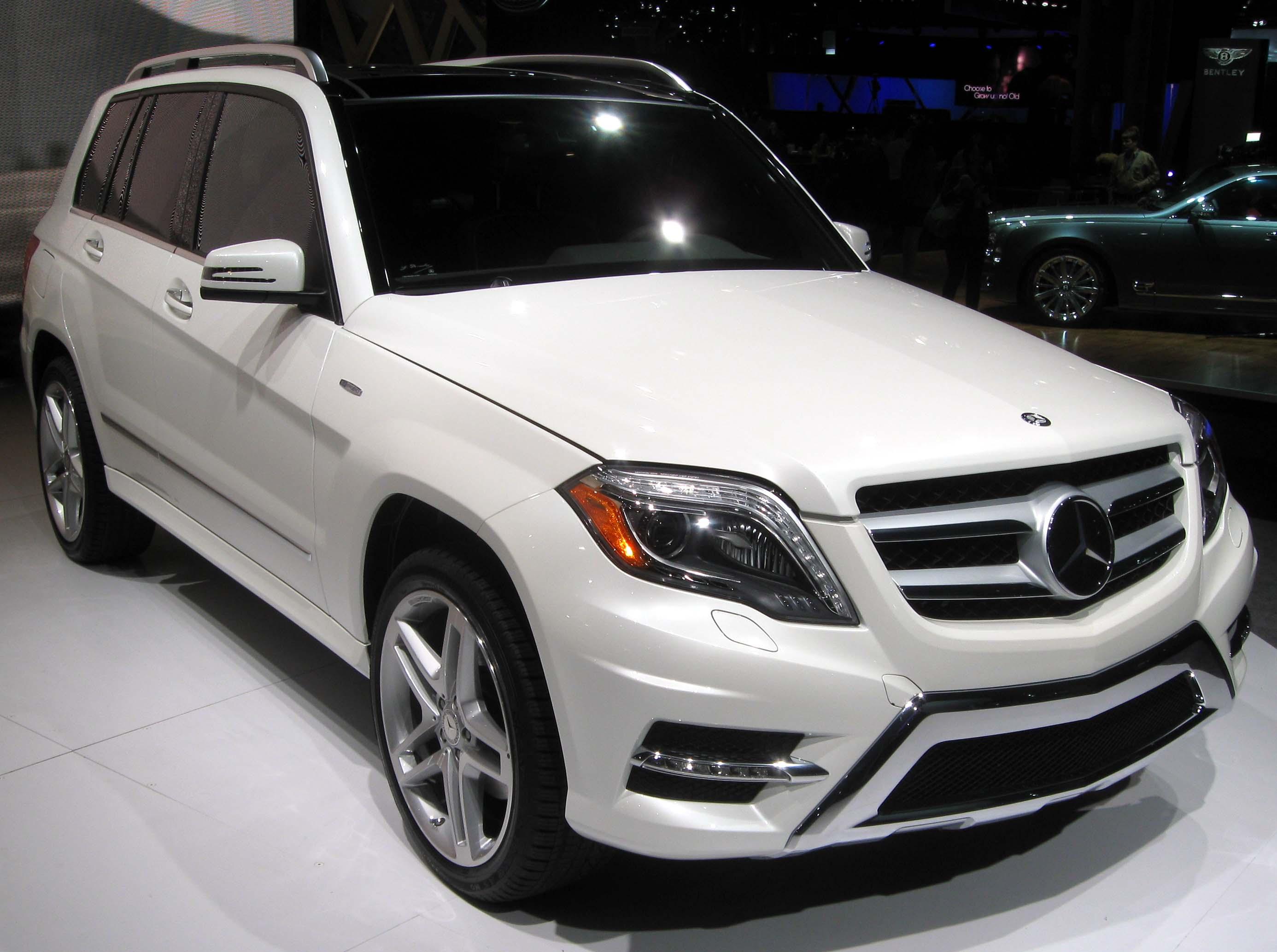 Description 2013 Mercedes-Benz GLK350 -- 2012 NYIAS.JPG