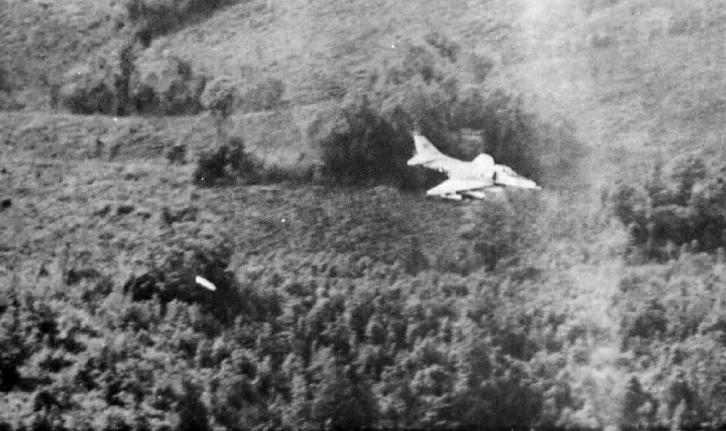 File:A-4E Skyhawk VMA-121 dropping napalm near Khe Sanh 1968.JPG
