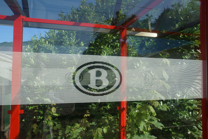 NMBS/SNCB (Belgium): Shelter with NMBS logo in Flémalle