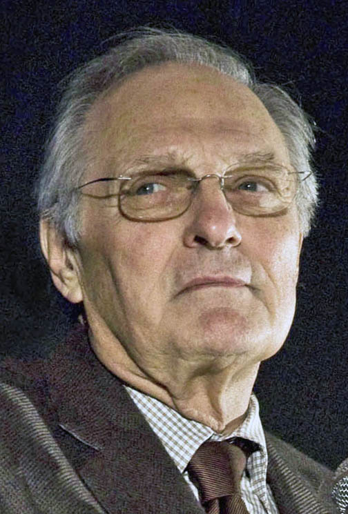 The 82-year old son of father Robert Alda and mother Joan Browne Alan Alda in 2019 photo. Alan Alda earned a  million dollar salary - leaving the net worth at 40 million in 2019