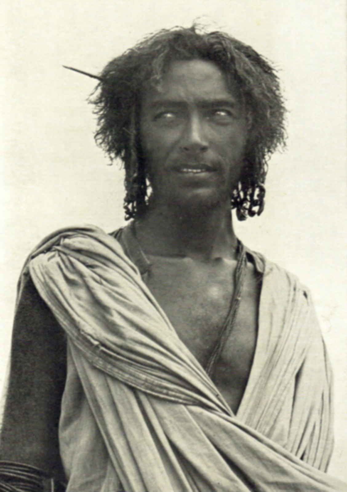 https://upload.wikimedia.org/wikipedia/commons/3/3f/An_Afar_nomad.jpg