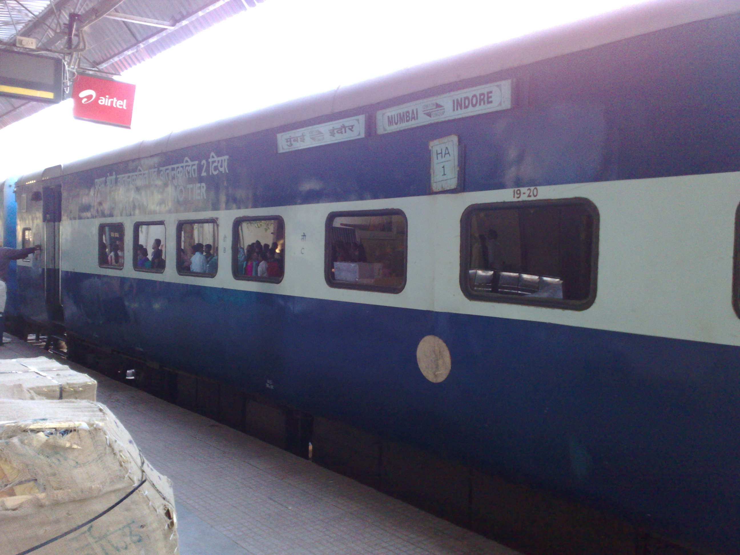 File:Avantika Express - AC 1st Class cum AC 2 tier coach.jpg ...
