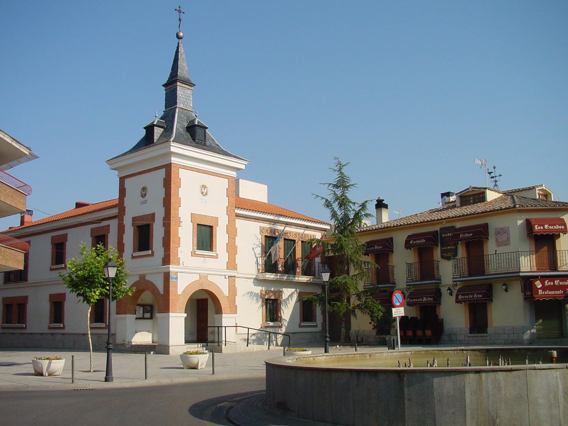 Description Ayuntamiento de Fuente el Saz de Jarama.jpg
