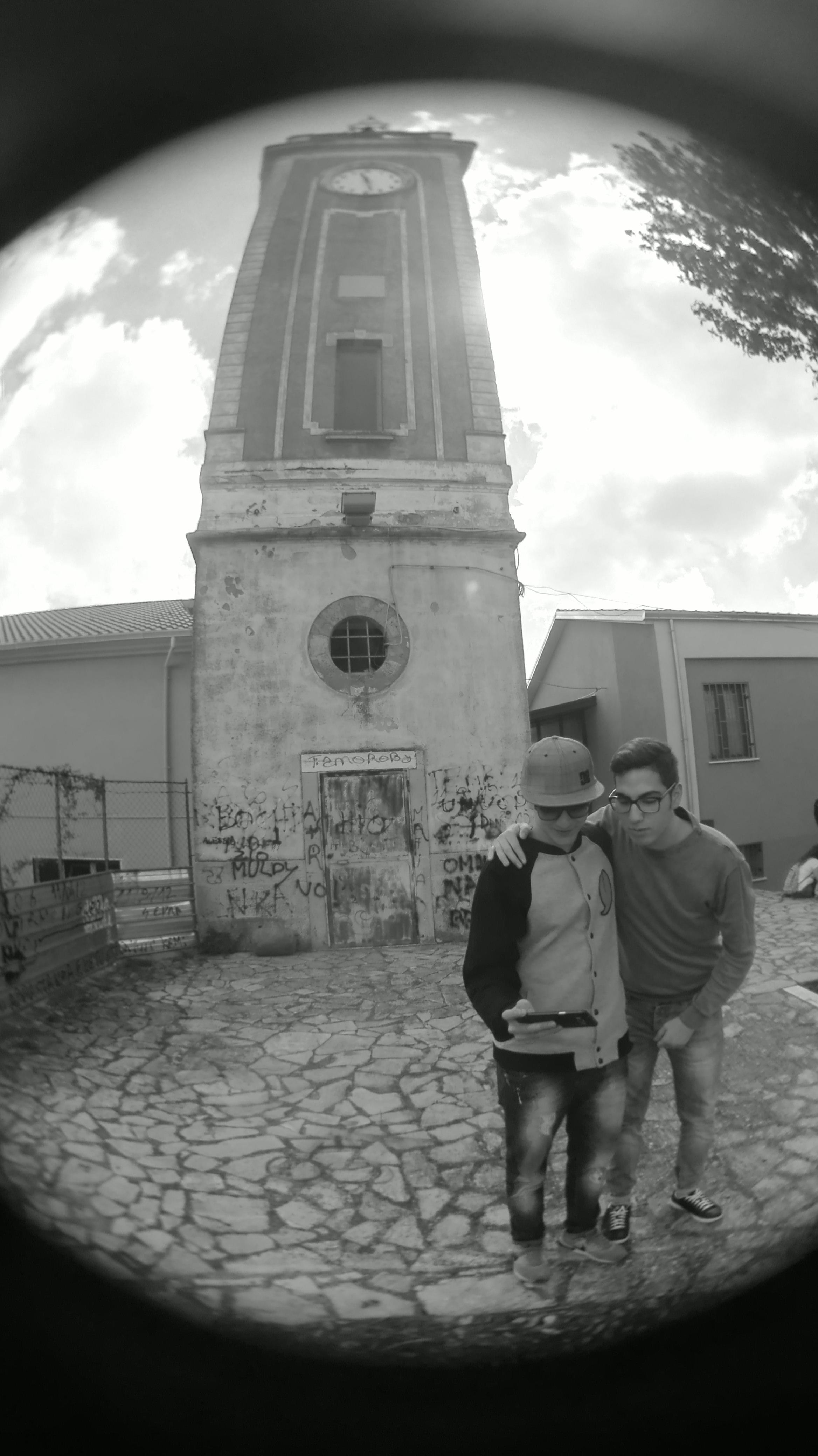 Filebianco E Nero Con Sfondo La Torre Dellorologio Di Rione Costa