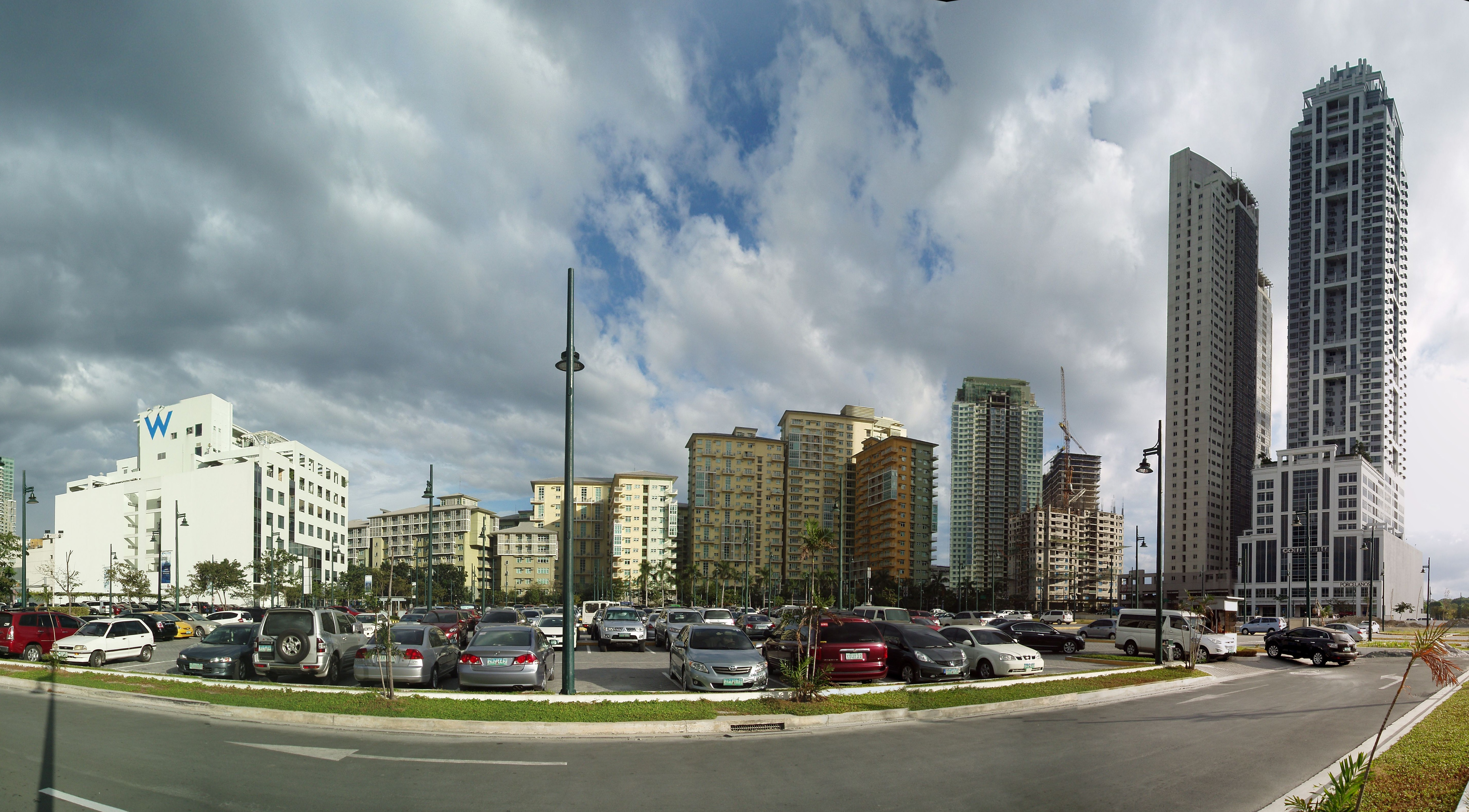 File:Bonifacio Global City, Eleventh Avenue.jpg ...