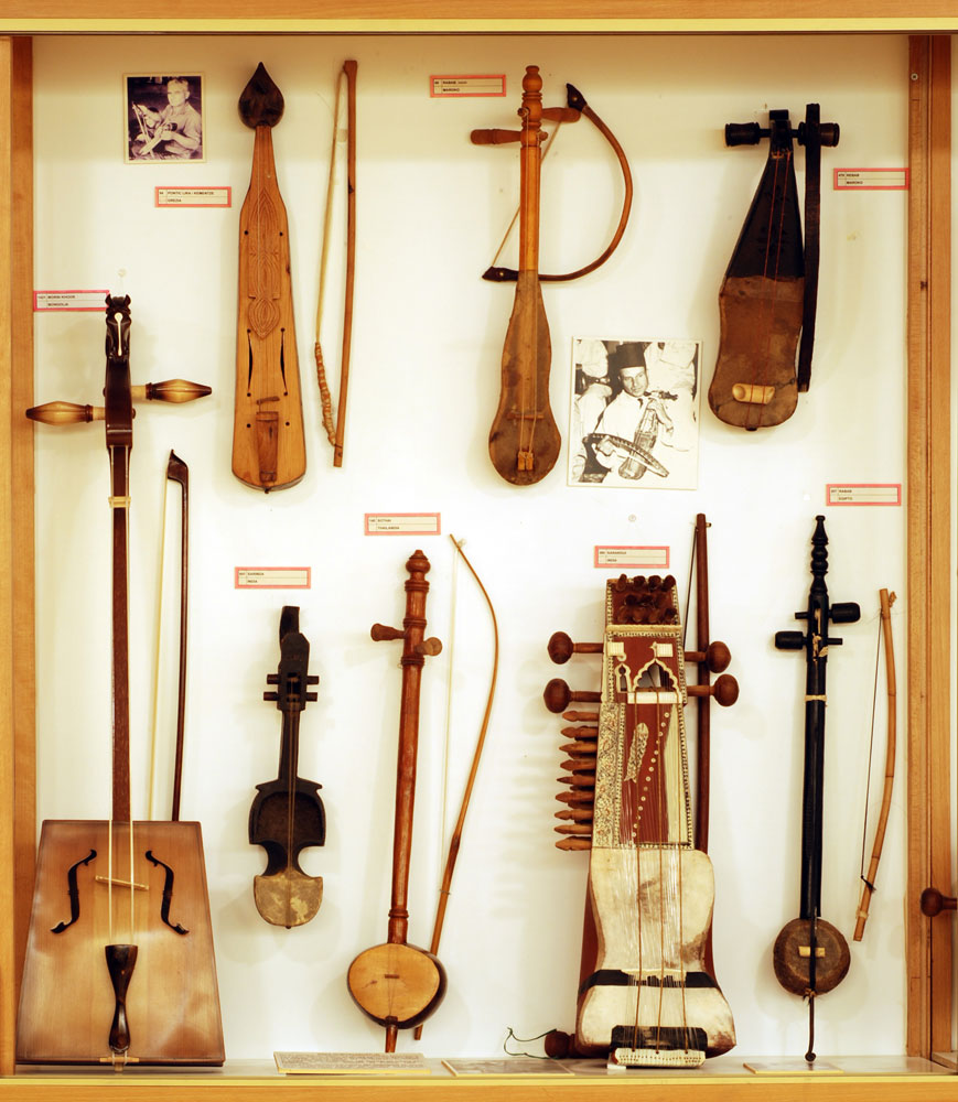 the popular musical instruments during the middle ages Rt and music were critical aspects of medieval religious life and, towards the end of the middle ages, secular life as and musical instruments and at first.