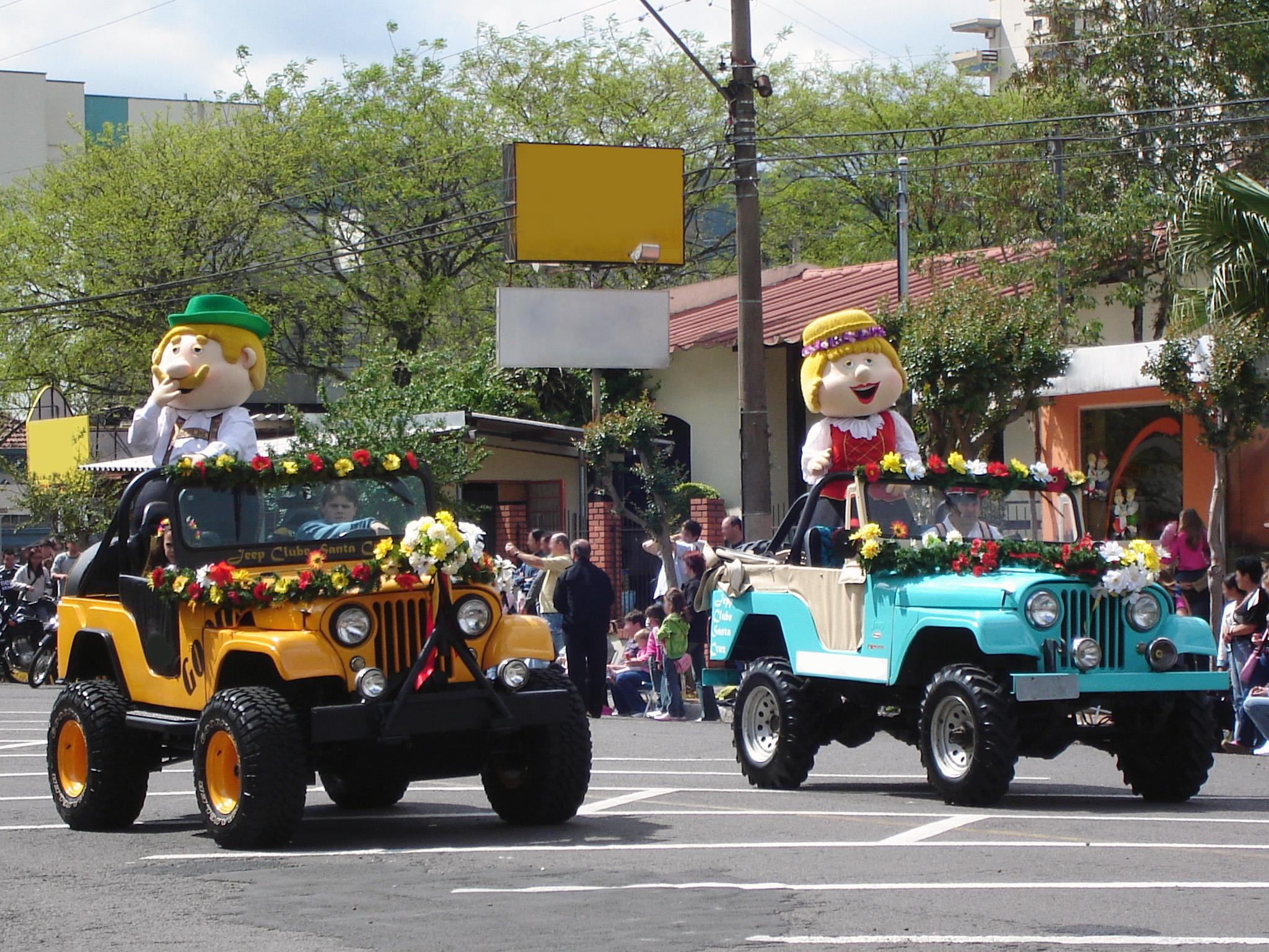 Os mascotes Fritz e Frida estão presentes há várias edições da festa como  símbolos do povo germânico tradicional. e7ff8d41ee