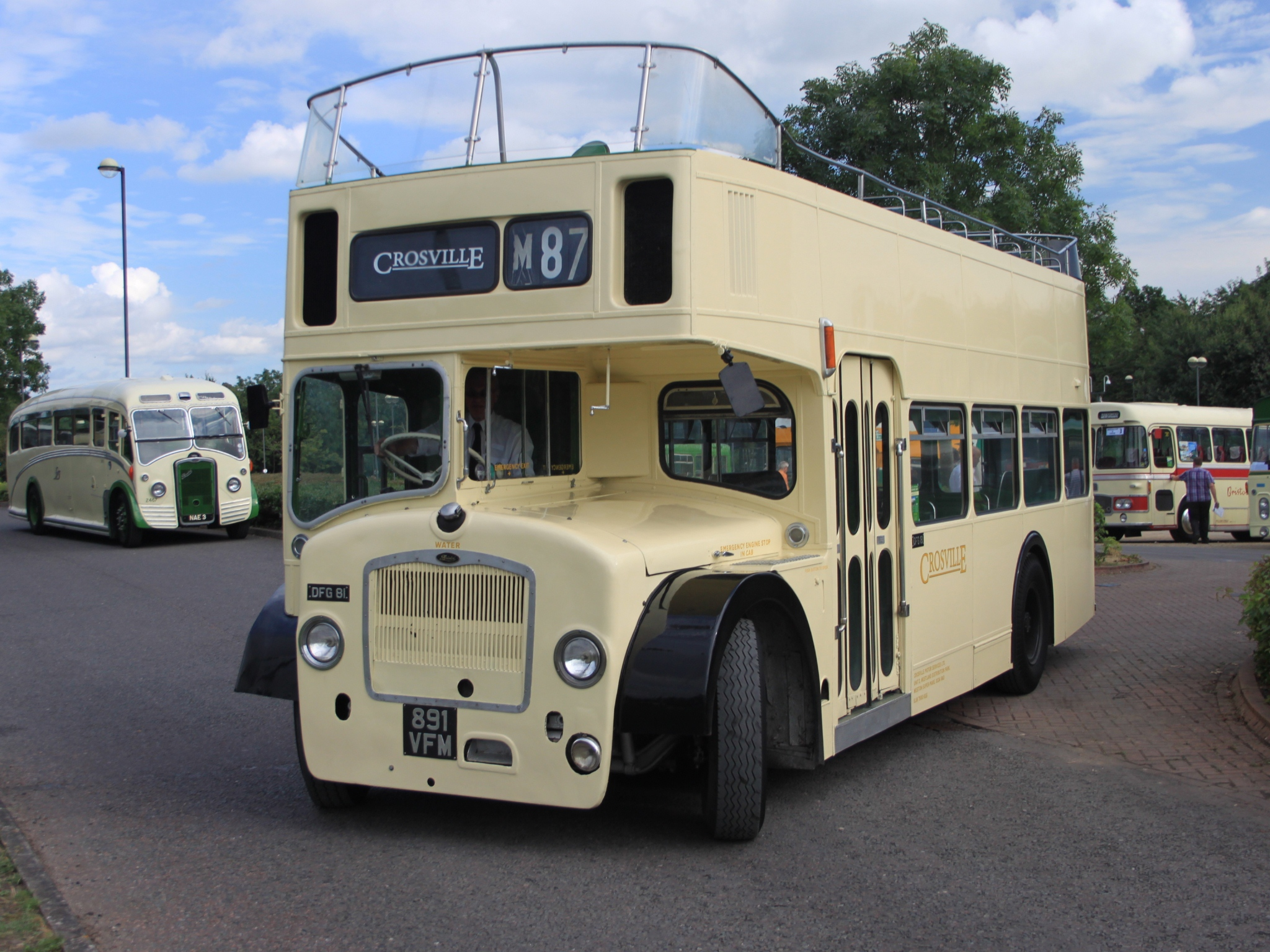 File:Brislington - Crosville DFG81 891VFM and Bristol 2467 NAE3.jpg