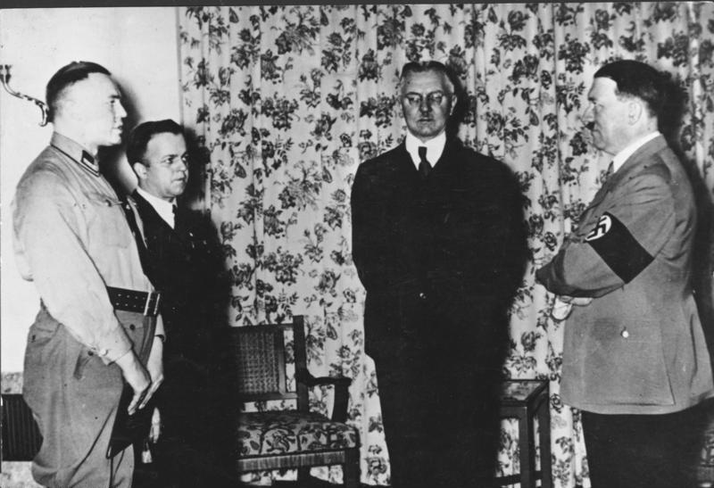 http://upload.wikimedia.org/wikipedia/commons/3/3f/Bundesarchiv_Bild_183-R98364,_Hjalmar_Schacht,_Adolf_Hitler.jpg