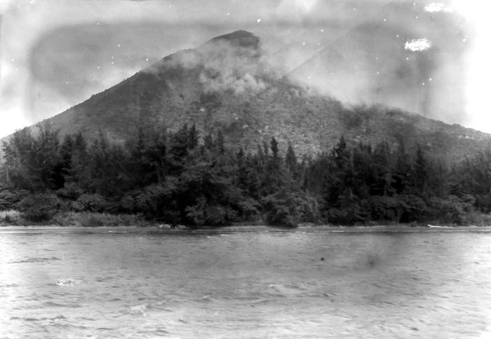 Arquivo: collectie Tropenmuseum Bebost vertente aan de voet van de Krakatau TMnr 10004160.jpg