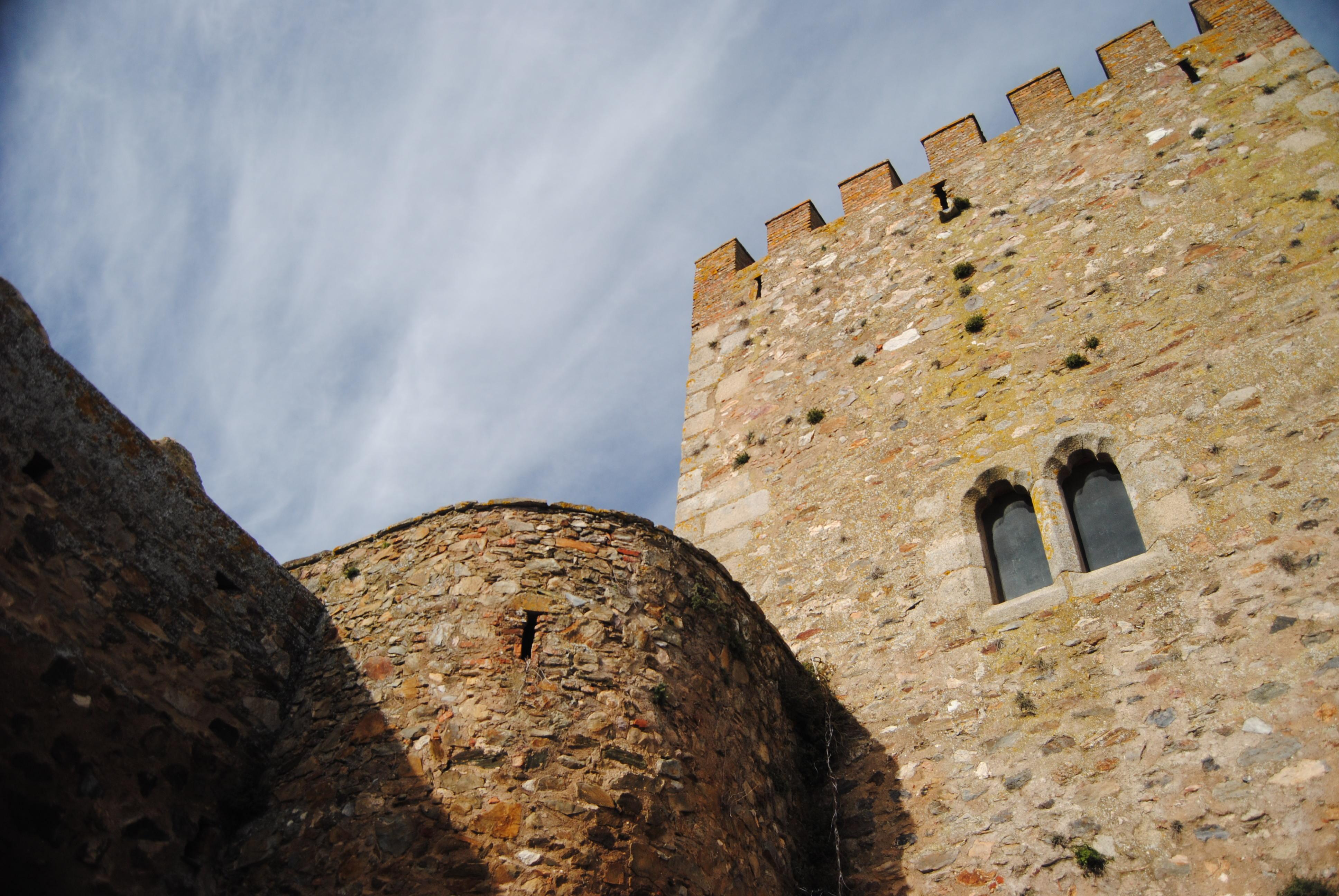 File:Castillo de Segura de León (16055674686).jpg - Wikimedia Commons