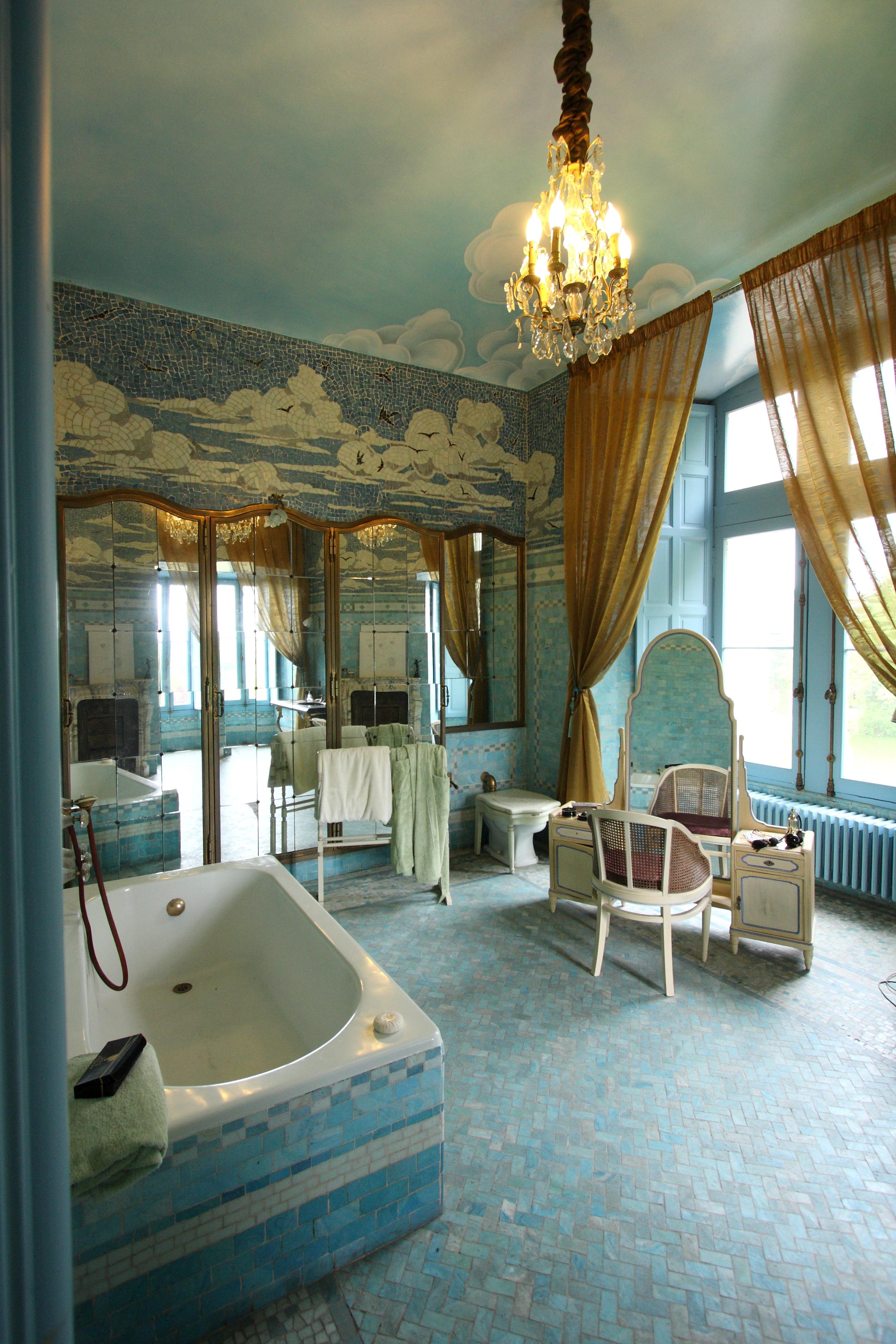 File ch teau de cand salle de bain jpg wikimedia commons - Salle de abin ...