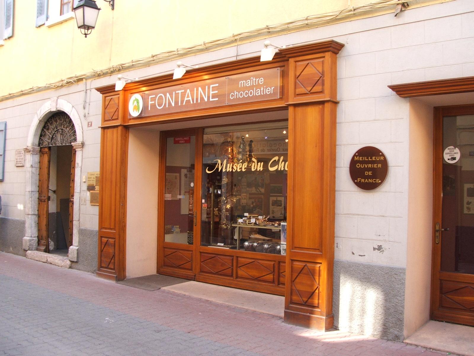 File:Chocolate shop, Barcelonnette, Alpes-de-Haute-Provence ...