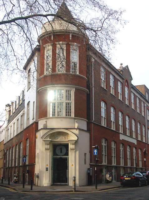 File:Corner of Sekforde Street and Clerkenwell Green, London EC1 ...