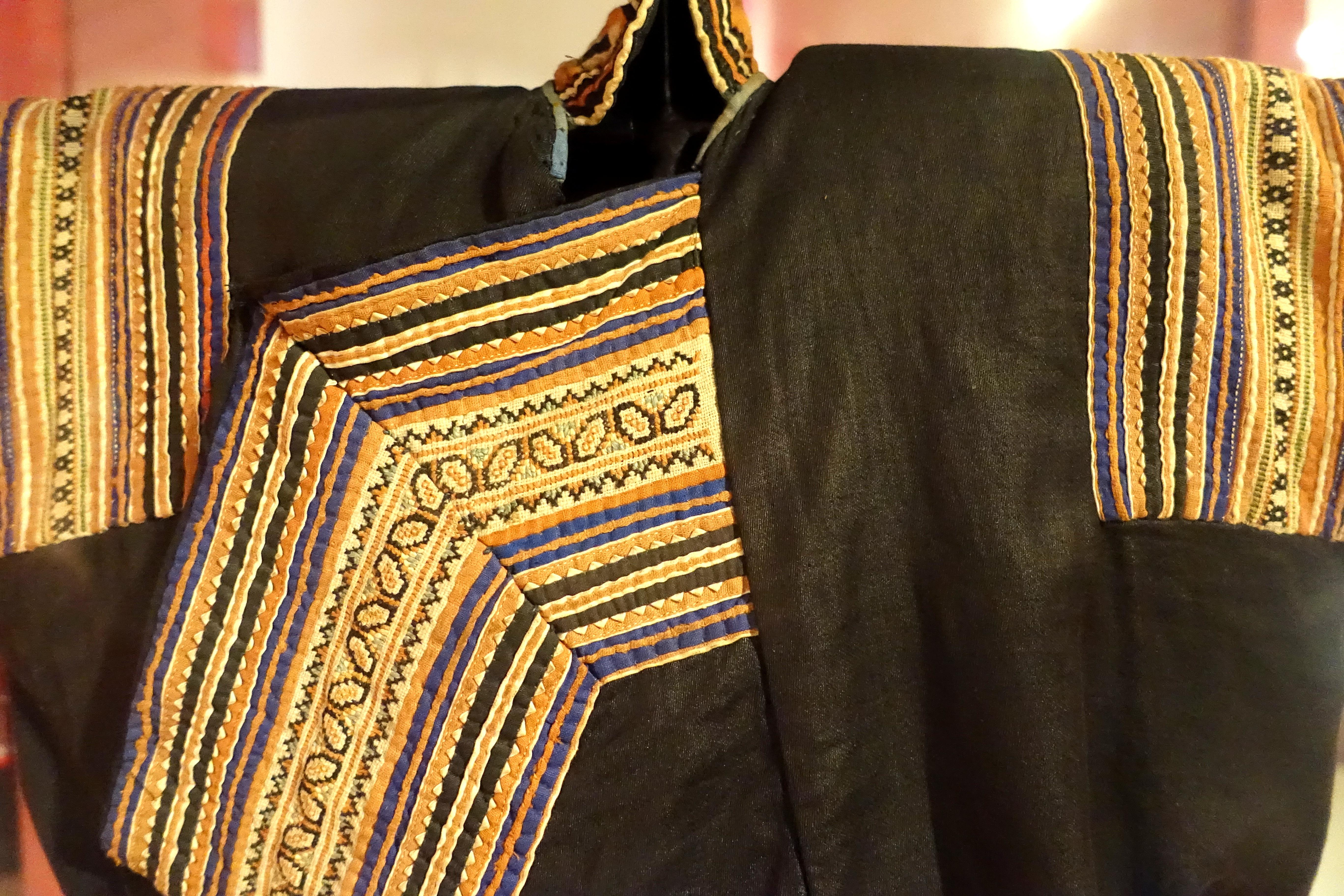File:costume detail hmong den hoa binh 1950 view 1 handmade and