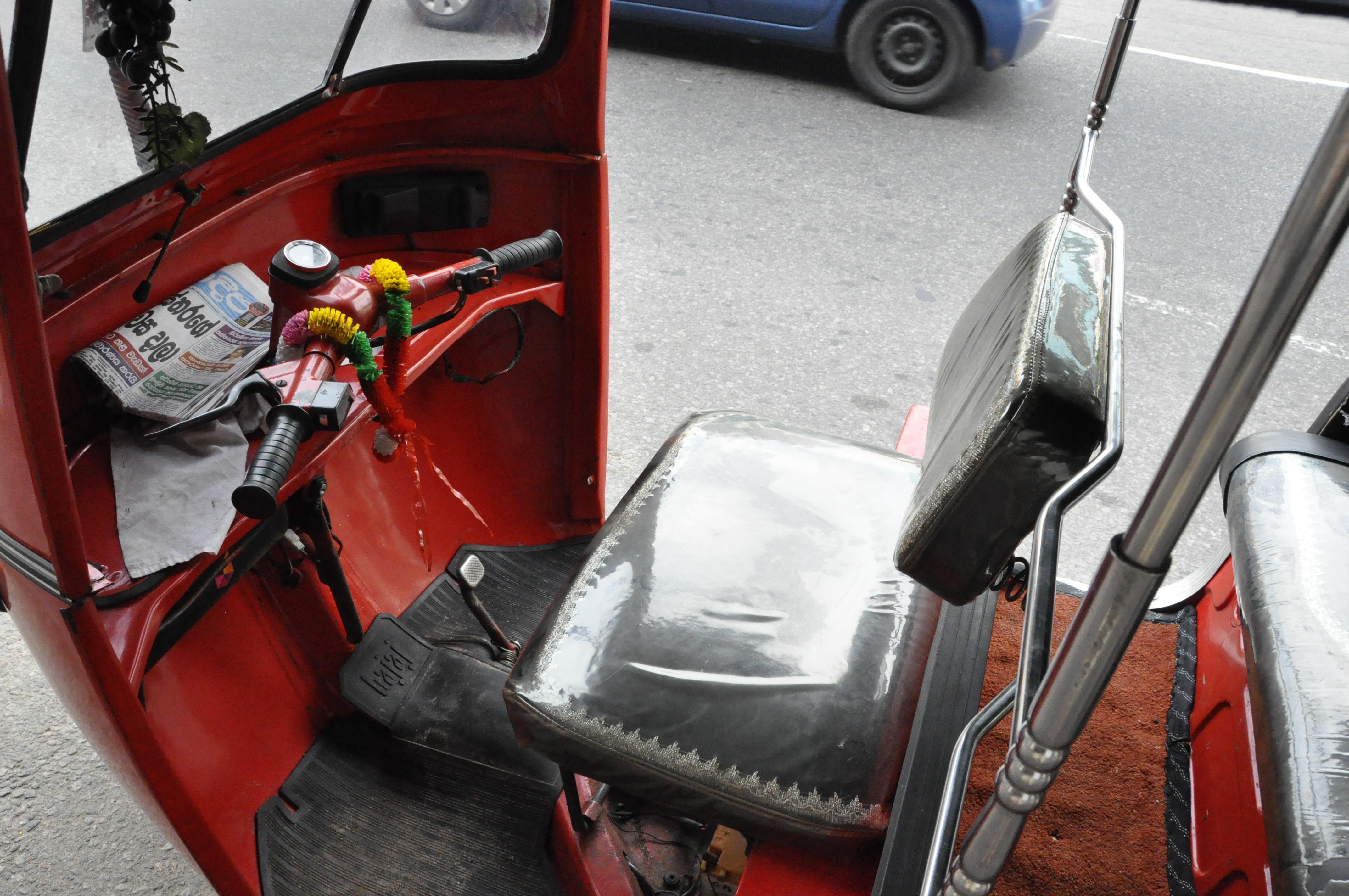 File:DKoehl interior front colombo auto rickshaw front.JPG - Wikimedia ...