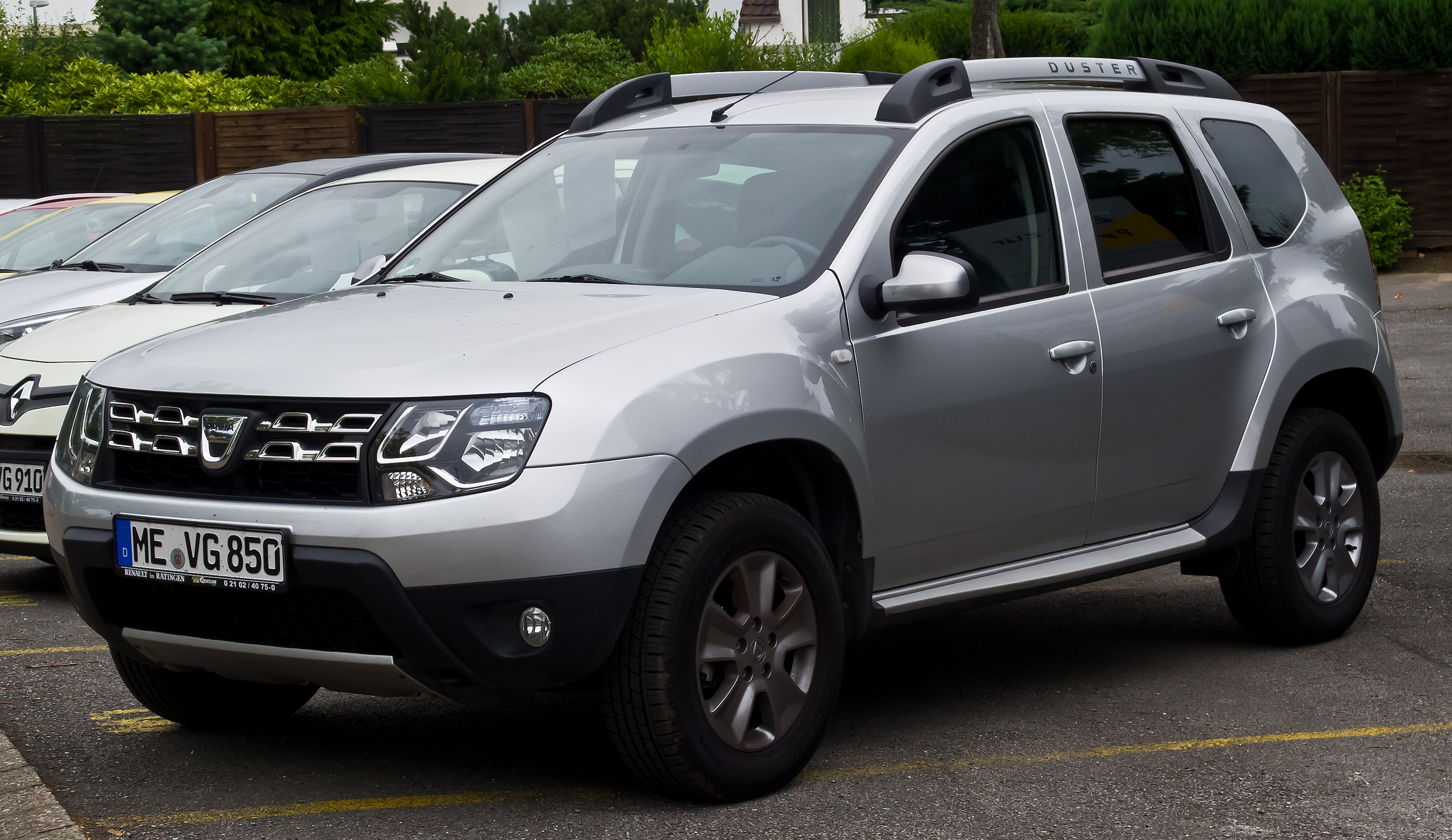 file dacia duster tce 125 4x2 prestige facelift frontansicht 13 juli 2014. Black Bedroom Furniture Sets. Home Design Ideas