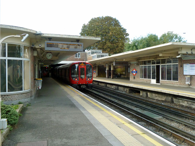 Eastcote station - geograph.org.uk - 3165021