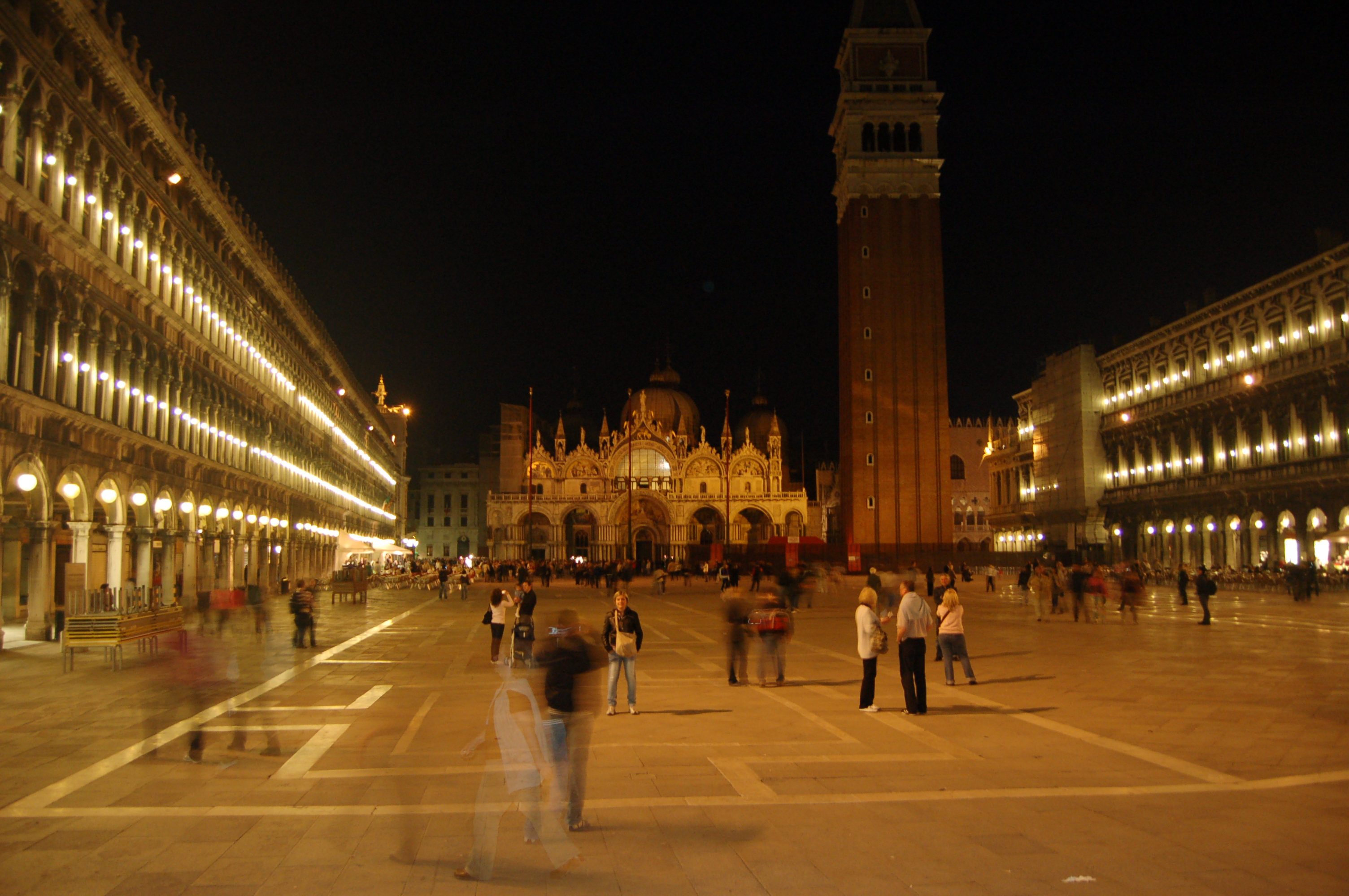 File:Evening @ Piazza San Marco (3500176423).jpg - Wikimedia Commons