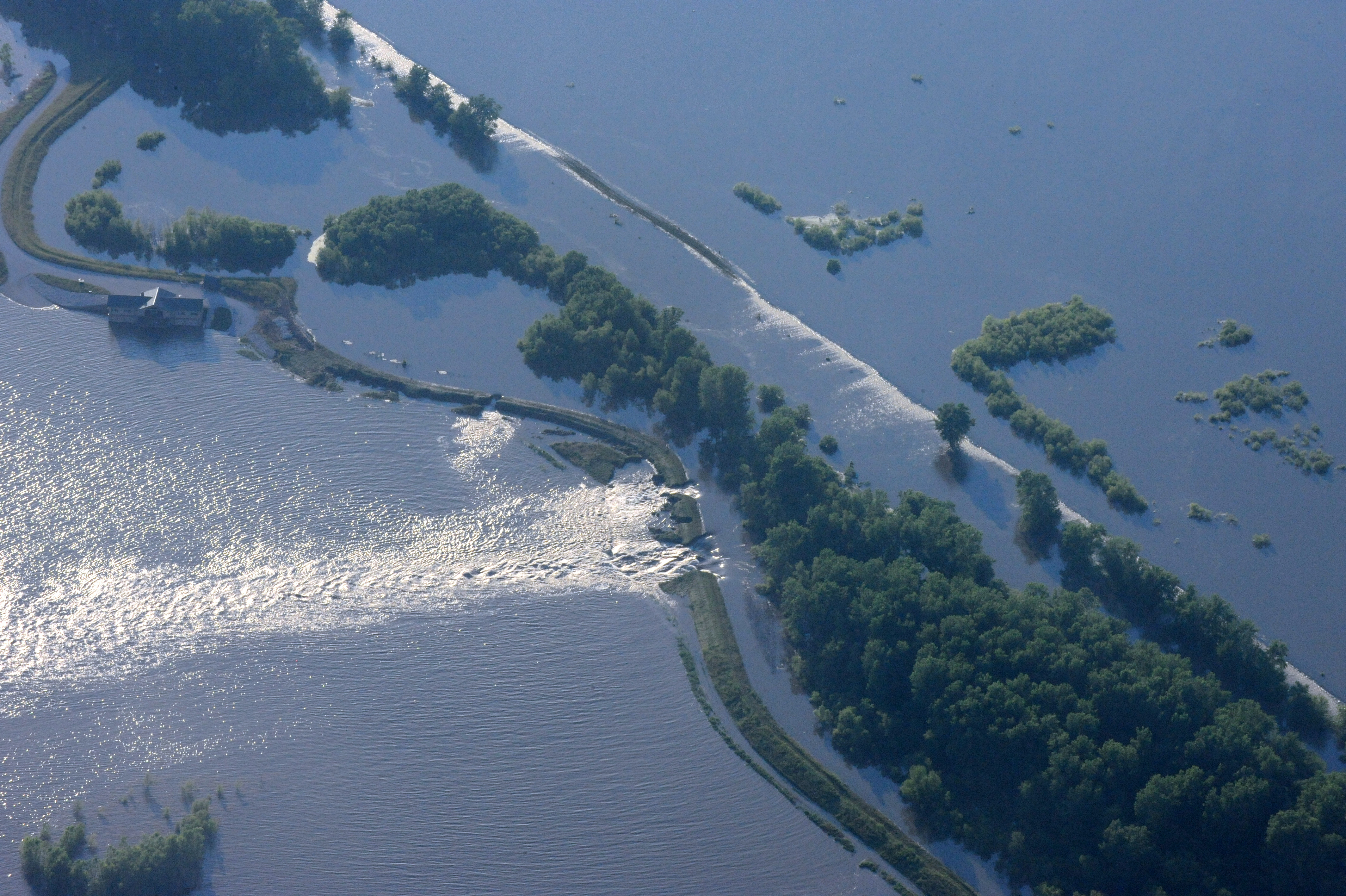 File FEMA 36493 Aerial of a levee break on the Mississippi River in Misso