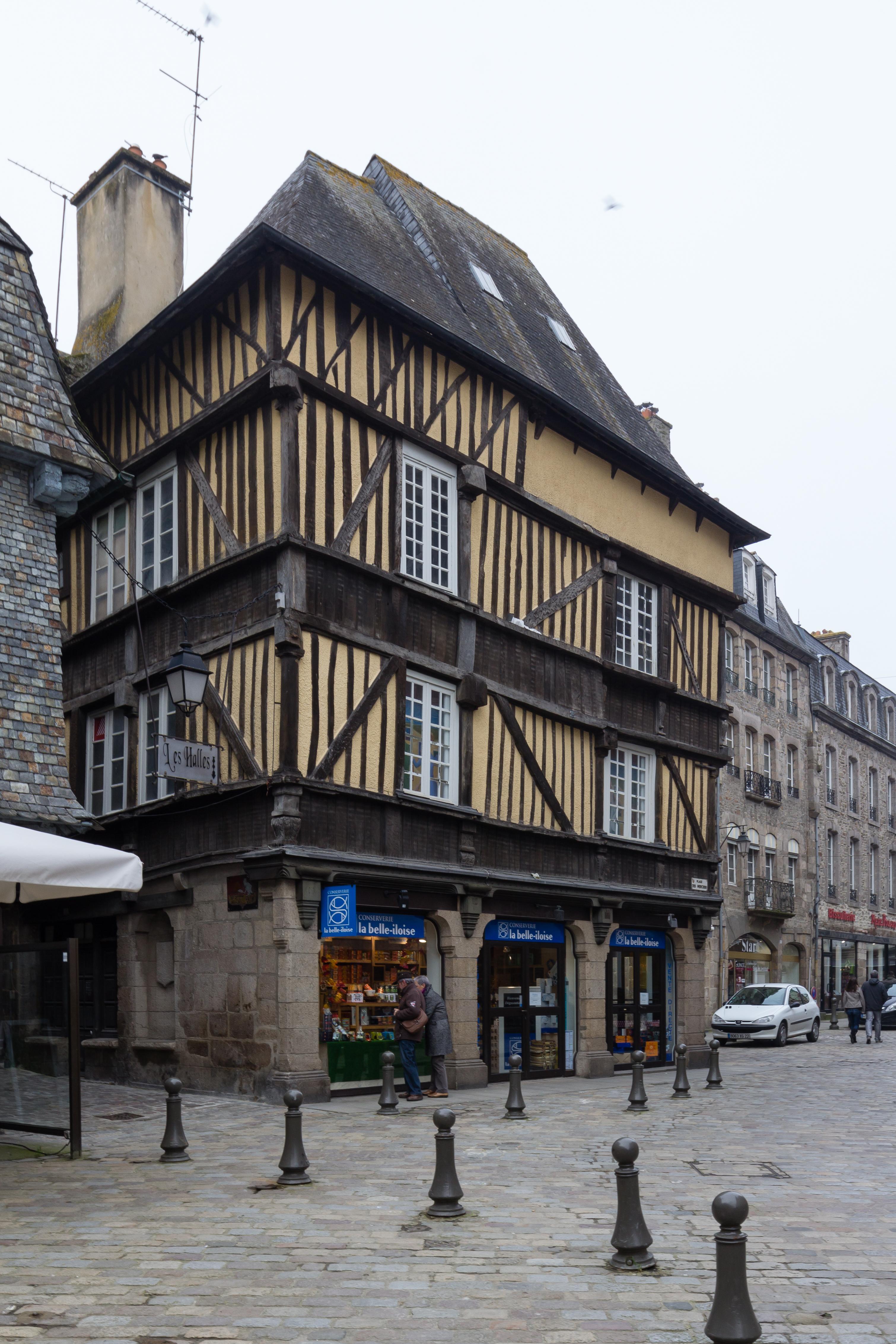 Fichier fa ade est de la maison au 1 place des merciers - La maison de la place saignon ...