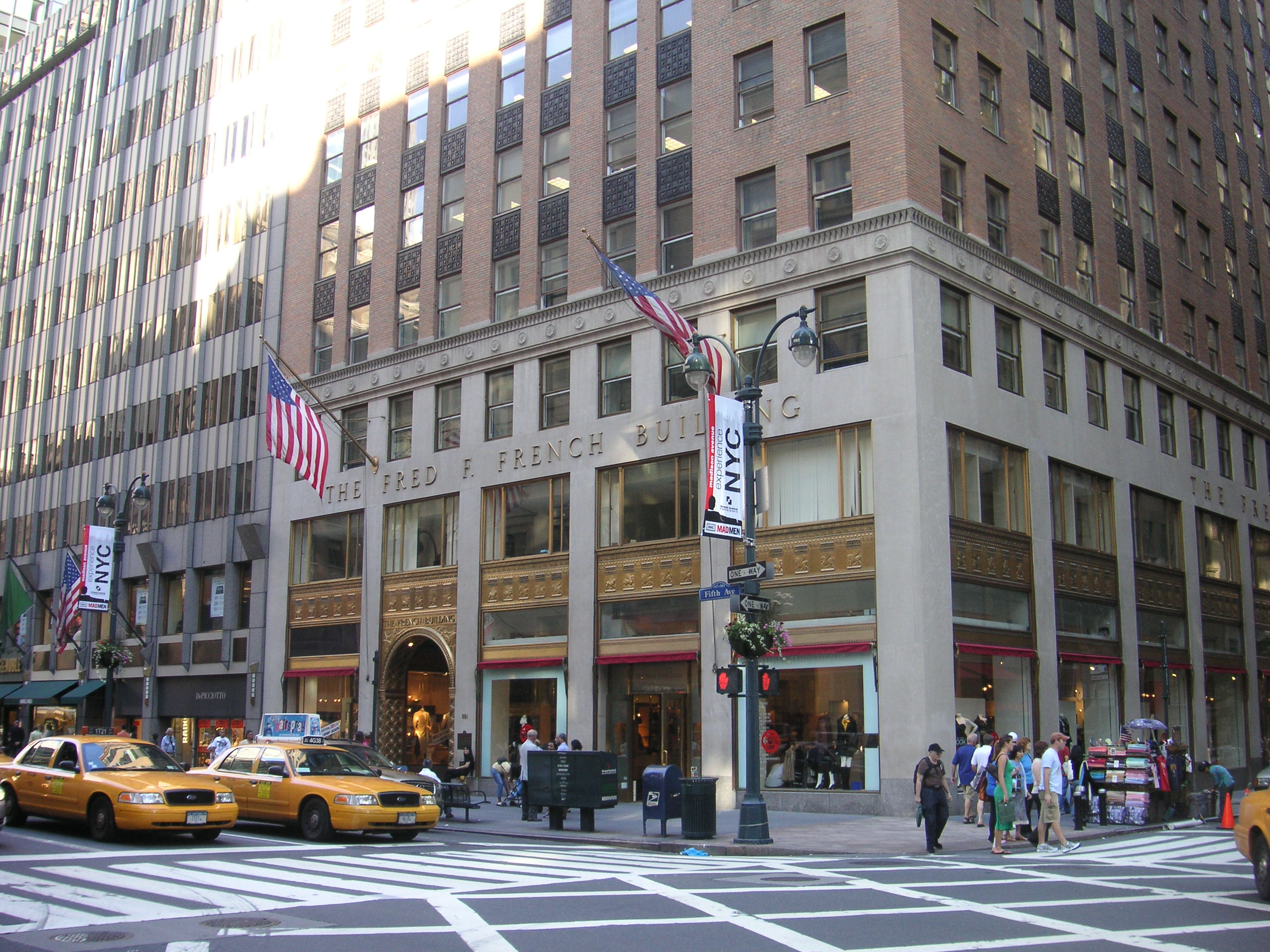 5th Avenue New York The Most Expensive Shopping Street In The World Places Boomsbeat
