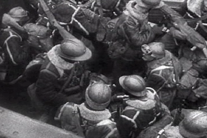 Opération Dynamo French_troops_lifeboat_dunkirk