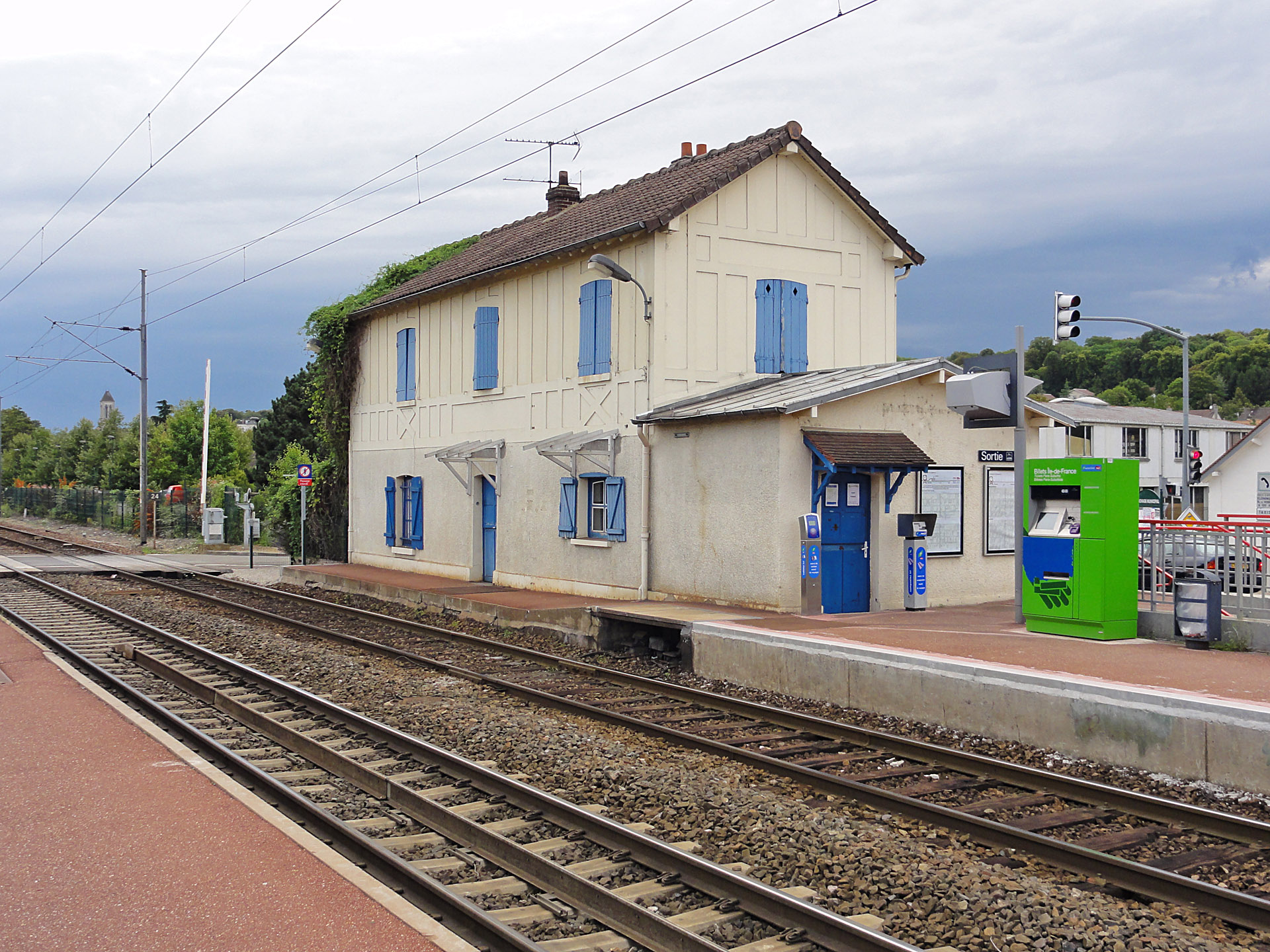 file gare de champagne sur oise wikimedia commons. Black Bedroom Furniture Sets. Home Design Ideas