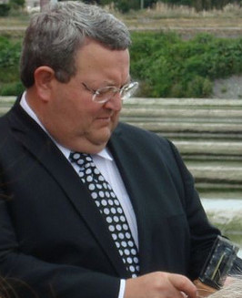 English: Gerry Brownlee at the Solray Algae to...