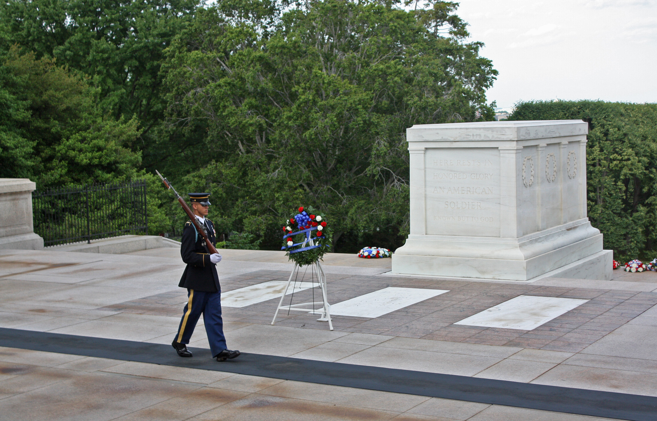 Tomb of the unknown soldier guard facts