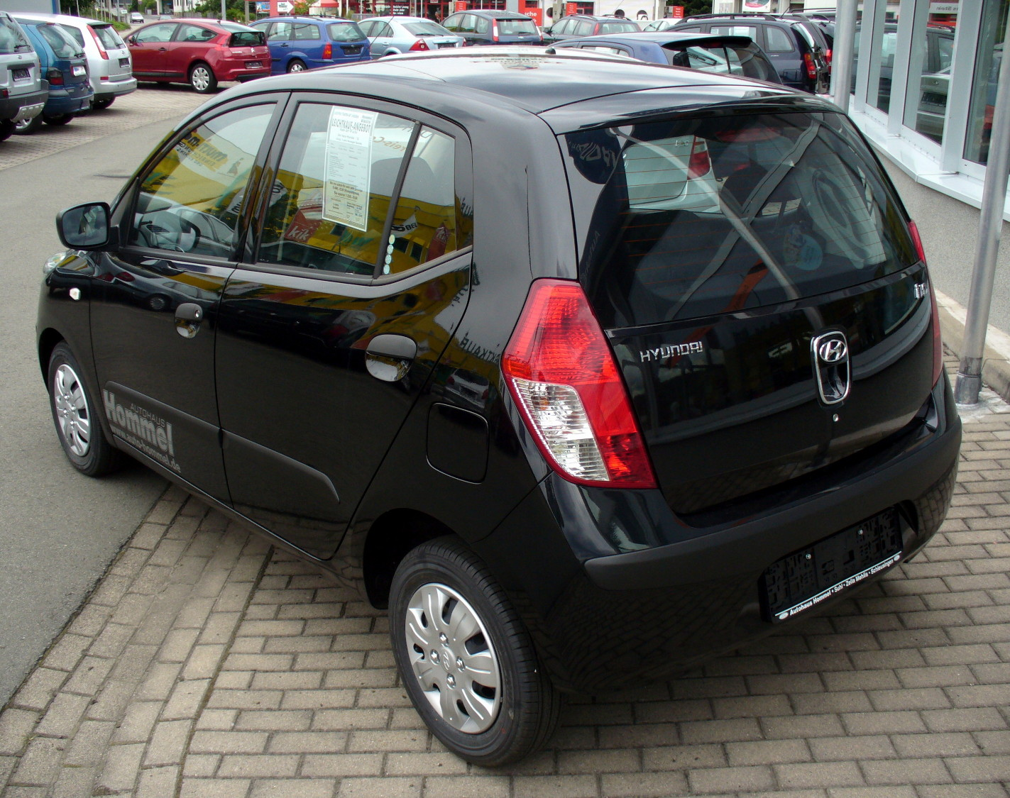 http://upload.wikimedia.org/wikipedia/commons/3/3f/Hyundai_i10_Heck.JPG