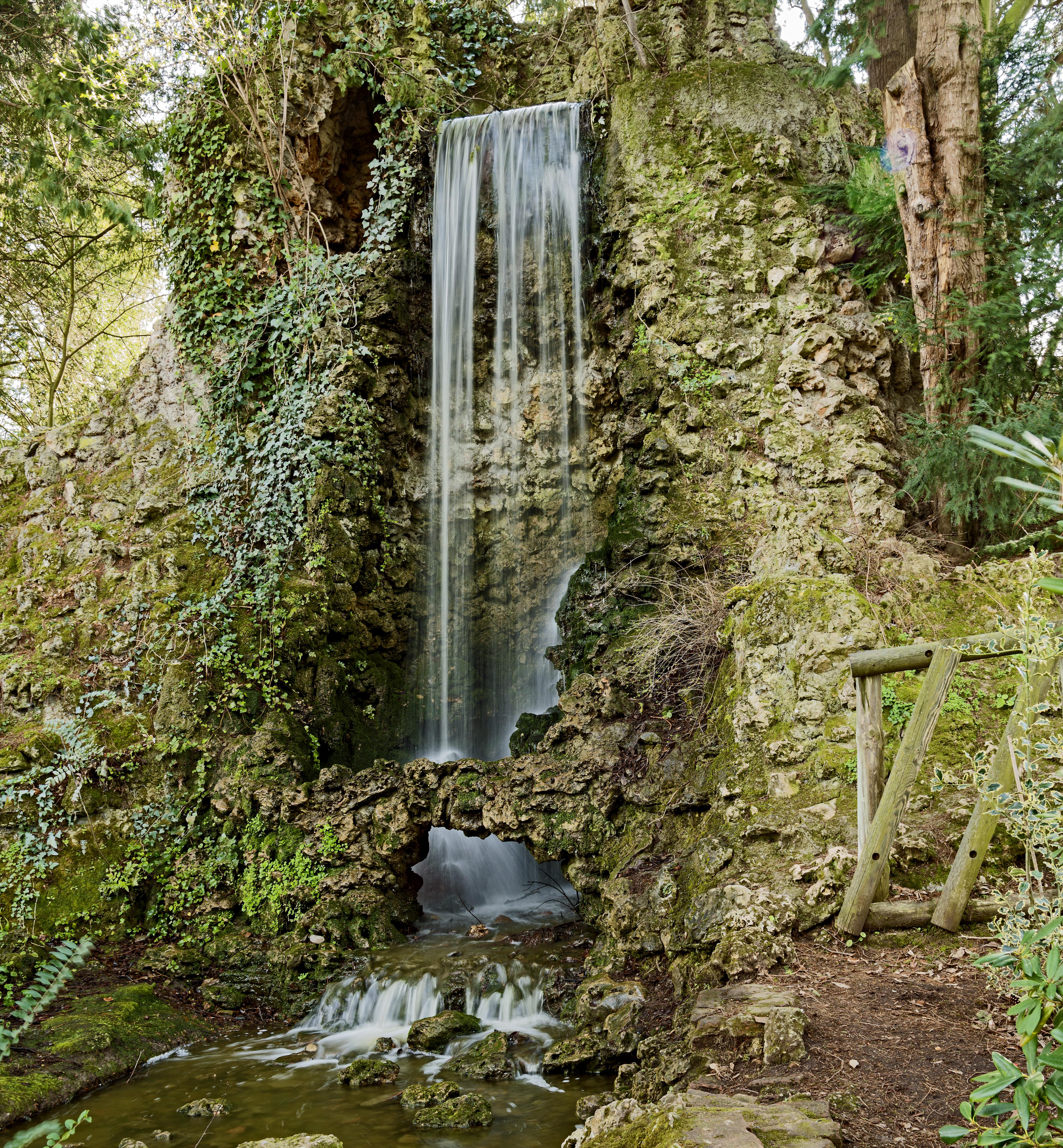 File Jardin des Plantes de Toulouse MHNT La cascade