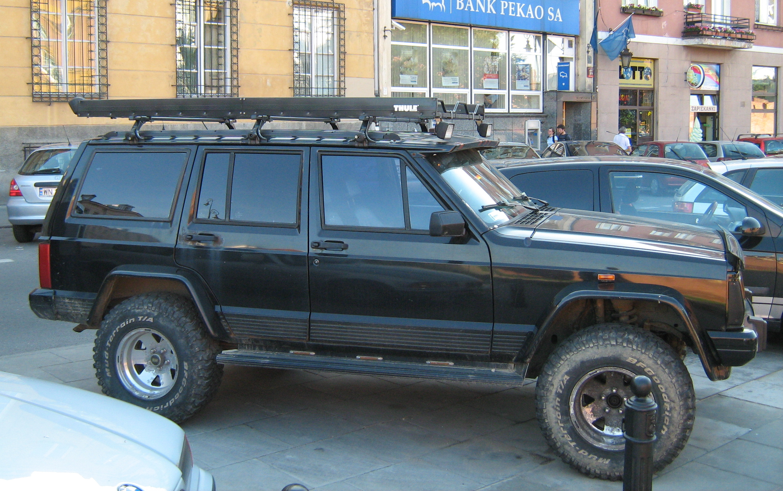 File Jeep Cherokee Xj Black Customized Lifted On Podwale