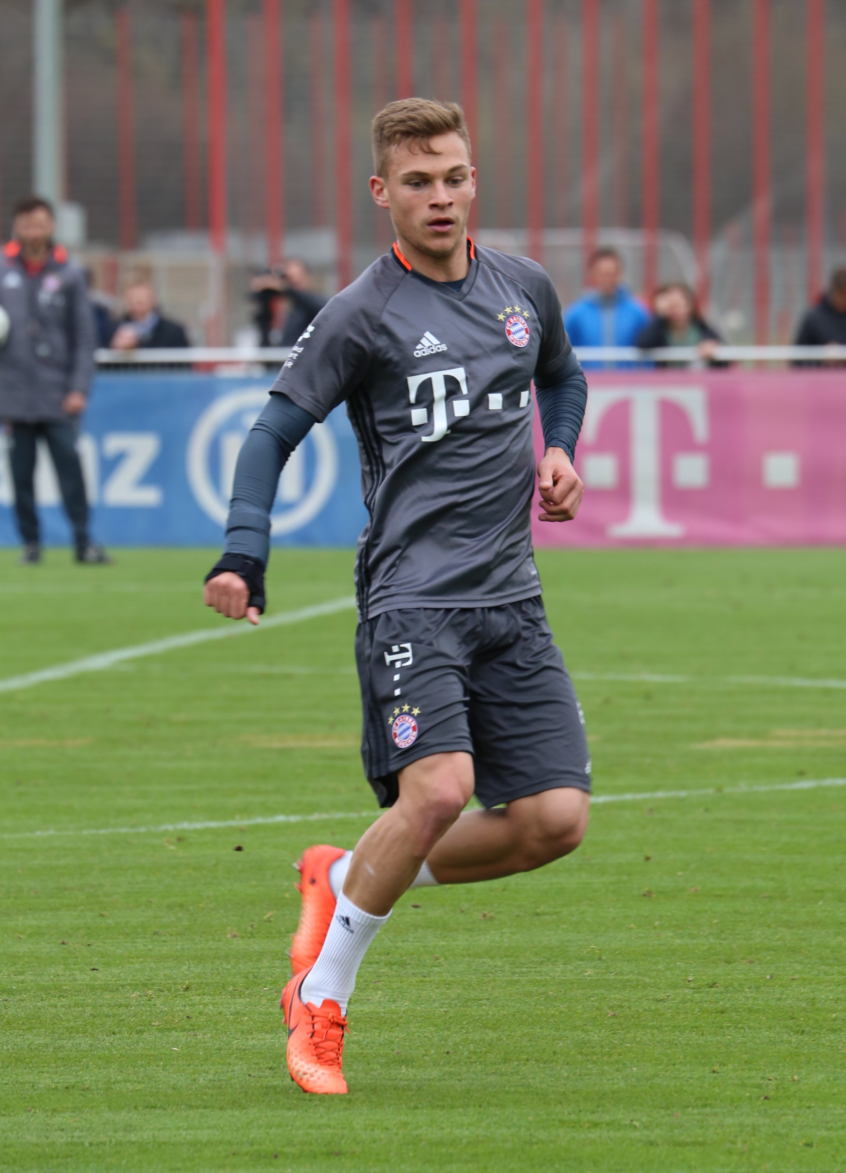 file joshua kimmich training 2017 03 fc bayern muenchen wikipedia. Black Bedroom Furniture Sets. Home Design Ideas
