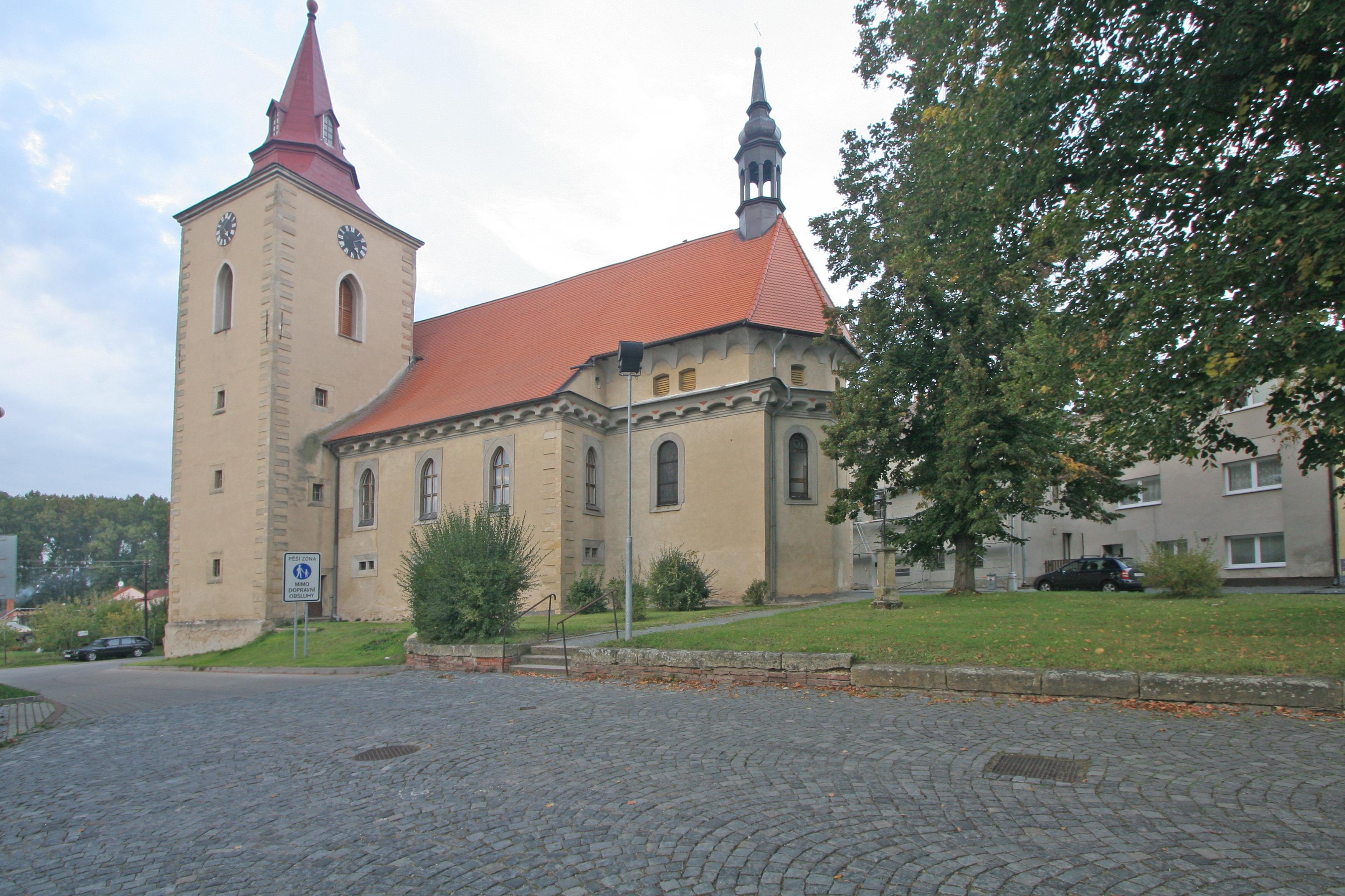 https://upload.wikimedia.org/wikipedia/commons/3/3f/Kostel_sv._Bartolom%C4%9Bje_(Bakov_nad_Jizerou)_01.JPG