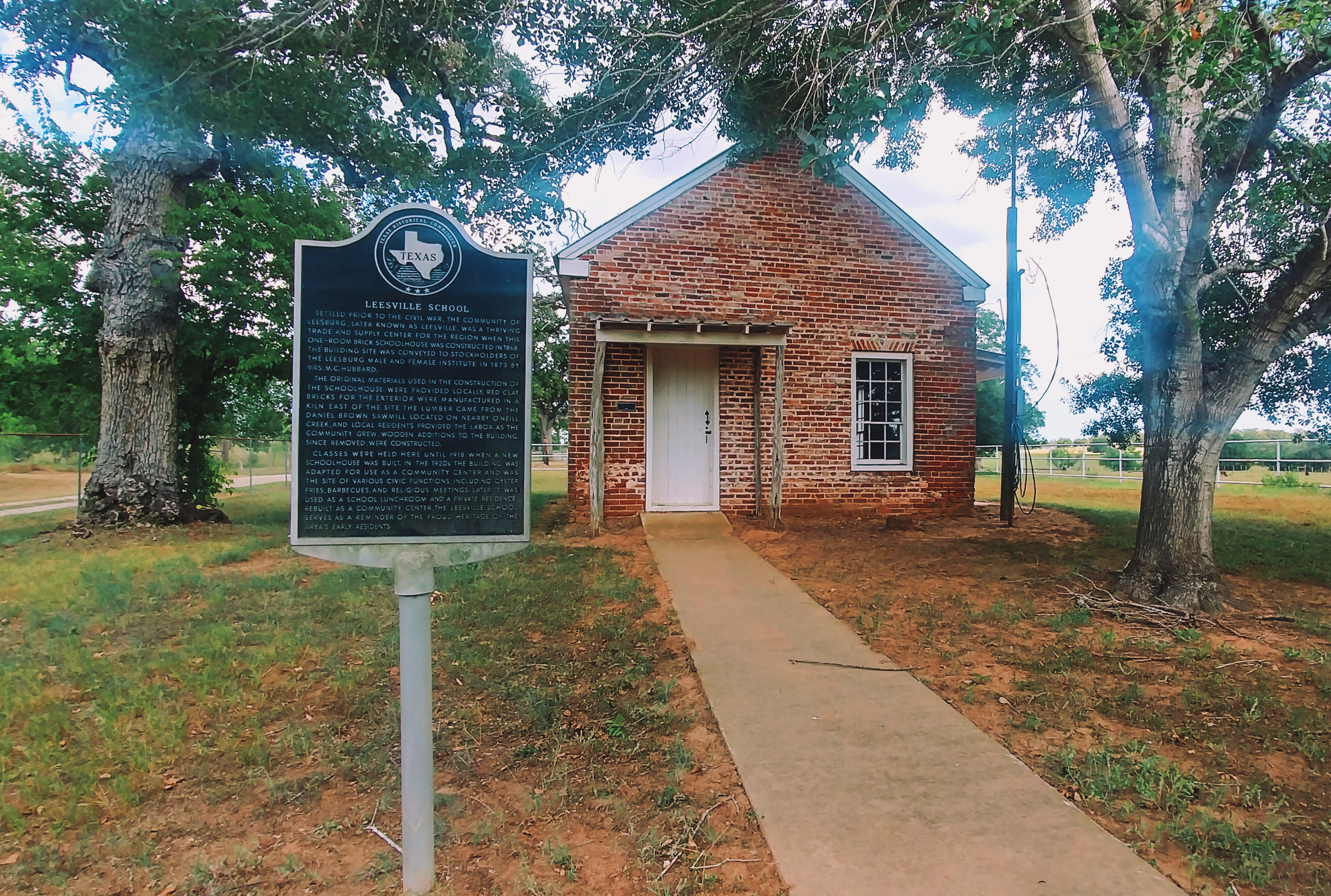 Leesville_School_House_with_Historical_Marker.jpg?profile=RESIZE_710x